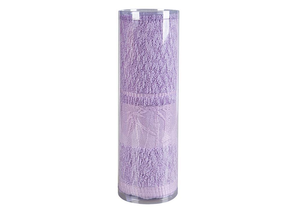 Полотенце махровое Soavita Chloe, цвет: сиреневый, 70 х 130 см83129Махровое полотно создается из хлопковых нитей, которые, в свою очередь, прядутся из множества хлопковых волокон. Чем длиннее эти волокна, тем прочнее будет нить, и, соответственно, изделие. Длина составляющих хлопковую нить волокон влияет и на фактуру получаемой ткани: чем они длиннее, тем мягче и пушистее получится махровое изделие, тем лучше будет впитывать изделие воду. Хотя на впитывающие качество махры – ее гигроскопичность, не в последнюю очередь влияет состав волокна. Мягкая махровая ткань отлично впитывает влагу и быстро сохнет. Soavita – это популярный бренд домашнего текстиля. Дизайнерская студия этой фирмы находится во Флоренции, Италия. Производство перенесено в Китай, чтобы сделать продукцию более доступной для покупателей. Таким образом, вы имеете возможность покупать продукцию европейского качества совсем не дорого. Домашний текстиль прослужит вам долго: все детали качественно прошиты, ткани очень плотные, рисунок наносится безопасными для здоровья красителями, не...