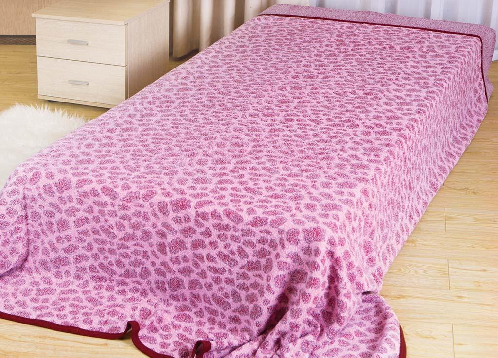 Покрывало летнее Soavita Леопард, цвет: розовый, 150 х 200 см62948Махровое полотно создается из хлопковых нитей, которые, в свою очередь, прядутся из множества хлопковых волокон. Чем длиннее эти волокна, тем прочнее будет нить, и, соответственно, изделие. Длина составляющих хлопковую нить волокон влияет и на фактуру получаемой ткани: чем они длиннее, тем мягче и пушистее получится махровое изделие, тем лучше будет впитывать изделие воду. Хотя на впитывающие качество махры – ее гигроскопичность, не в последнюю очередь влияет состав волокна. Мягкая махровая ткань отлично впитывает влагу и быстро сохнет. Soavita – это популярный бренд домашнего текстиля. Дизайнерская студия этой фирмы находится во Флоренции, Италия. Производство перенесено в Китай, чтобы сделать продукцию более доступной для покупателей. Таким образом, вы имеете возможность покупать продукцию европейского качества совсем не дорого. Домашний текстиль прослужит вам долго: все детали качественно прошиты, ткани очень плотные, рисунок наносится безопасными для здоровья красителями, не...