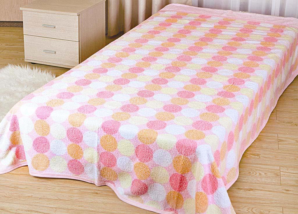Покрывало летнее Soavita Круги, цвет: розовый, 180 х 220 см62961Махровое полотно создается из хлопковых нитей, которые, в свою очередь, прядутся из множества хлопковых волокон. Чем длиннее эти волокна, тем прочнее будет нить, и, соответственно, изделие. Длина составляющих хлопковую нить волокон влияет и на фактуру получаемой ткани: чем они длиннее, тем мягче и пушистее получится махровое изделие, тем лучше будет впитывать изделие воду. Хотя на впитывающие качество махры – ее гигроскопичность, не в последнюю очередь влияет состав волокна. Мягкая махровая ткань отлично впитывает влагу и быстро сохнет. Soavita – это популярный бренд домашнего текстиля. Дизайнерская студия этой фирмы находится во Флоренции, Италия. Производство перенесено в Китай, чтобы сделать продукцию более доступной для покупателей. Таким образом, вы имеете возможность покупать продукцию европейского качества совсем не дорого. Домашний текстиль прослужит вам долго: все детали качественно прошиты, ткани очень плотные, рисунок наносится безопасными для здоровья красителями, не...