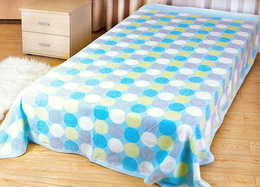 Покрывало Soavita Круги, цвет: голубой, белый, желтый, 150 х 200 см62962Покрывало Soavita Круги изготовлено из экологически чистого материала - хлопка 100%, поэтому подходит как для взрослых, так и для детей. Оно будет хорошо смотреться и на диване, и на большой кровати. Благодаря яркому и необычному дизайну, покрывало не только подарит тепло, но и гармонично впишется в интерьер вашего дома.