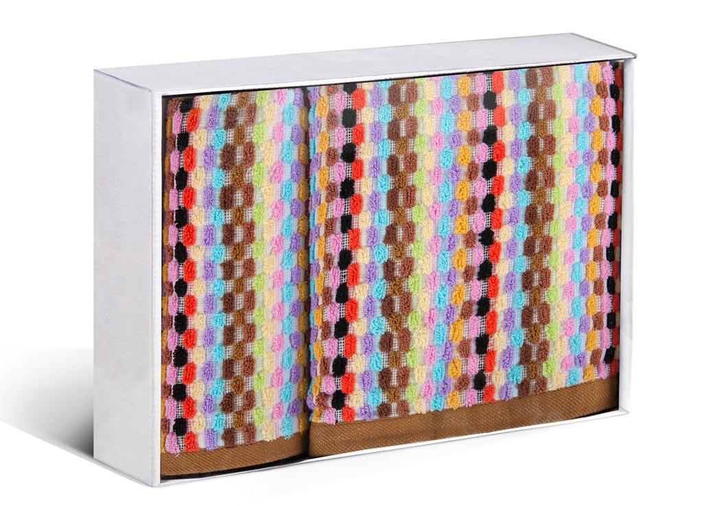 Набор махровых полотенец Soavita Vito, цвет: коричневый, 2 шт71259Махровое полотно создается из хлопковых нитей, которые, в свою очередь, прядутся из множества хлопковых волокон. Чем длиннее эти волокна, тем прочнее будет нить, и, соответственно, изделие. Длина составляющих хлопковую нить волокон влияет и на фактуру получаемой ткани: чем они длиннее, тем мягче и пушистее получится махровое изделие, тем лучше будет впитывать изделие воду. Хотя на впитывающие качество махры – ее гигроскопичность, не в последнюю очередь влияет состав волокна. Мягкая махровая ткань отлично впитывает влагу и быстро сохнет. Soavita – это популярный бренд домашнего текстиля. Дизайнерская студия этой фирмы находится во Флоренции, Италия. Производство перенесено в Китай, чтобы сделать продукцию более доступной для покупателей. Таким образом, вы имеете возможность покупать продукцию европейского качества совсем не дорого. Домашний текстиль прослужит вам долго: все детали качественно прошиты, ткани очень плотные, рисунок наносится безопасными для здоровья красителями, не...