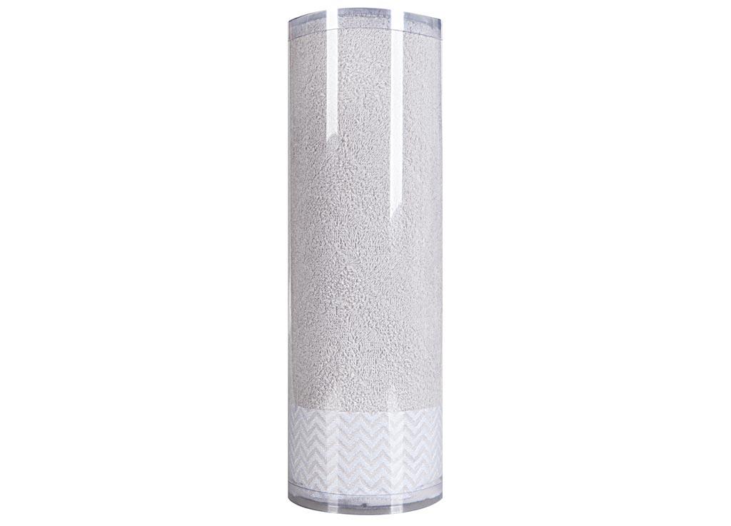 Полотенце махровое Soavita Eo. Волна, цвет: серый, 70 х 140 см74658Махровое полотно создается из хлопковых нитей, которые, в свою очередь, прядутся из множества хлопковых волокон. Чем длиннее эти волокна, тем прочнее будет нить, и, соответственно, изделие. Длина составляющих хлопковую нить волокон влияет и на фактуру получаемой ткани: чем они длиннее, тем мягче и пушистее получится махровое изделие, тем лучше будет впитывать изделие воду. Хотя на впитывающие качество махры – ее гигроскопичность, не в последнюю очередь влияет состав волокна. Мягкая махровая ткань отлично впитывает влагу и быстро сохнет. Soavita – это популярный бренд домашнего текстиля. Дизайнерская студия этой фирмы находится во Флоренции, Италия. Производство перенесено в Китай, чтобы сделать продукцию более доступной для покупателей. Таким образом, вы имеете возможность покупать продукцию европейского качества совсем не дорого. Домашний текстиль прослужит вам долго: все детали качественно прошиты, ткани очень плотные, рисунок наносится безопасными для здоровья красителями, не...