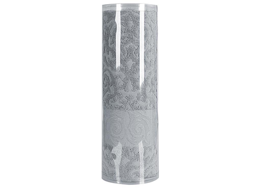 Полотенце махровое Soavita Eo. Квадро, цвет: серый, 70 х 140 см74668Махровое полотно создается из хлопковых нитей, которые, в свою очередь, прядутся из множества хлопковых волокон. Чем длиннее эти волокна, тем прочнее будет нить, и, соответственно, изделие. Длина составляющих хлопковую нить волокон влияет и на фактуру получаемой ткани: чем они длиннее, тем мягче и пушистее получится махровое изделие, тем лучше будет впитывать изделие воду. Хотя на впитывающие качество махры – ее гигроскопичность, не в последнюю очередь влияет состав волокна. Мягкая махровая ткань отлично впитывает влагу и быстро сохнет. Soavita – это популярный бренд домашнего текстиля. Дизайнерская студия этой фирмы находится во Флоренции, Италия. Производство перенесено в Китай, чтобы сделать продукцию более доступной для покупателей. Таким образом, вы имеете возможность покупать продукцию европейского качества совсем не дорого. Домашний текстиль прослужит вам долго: все детали качественно прошиты, ткани очень плотные, рисунок наносится безопасными для здоровья красителями, не...