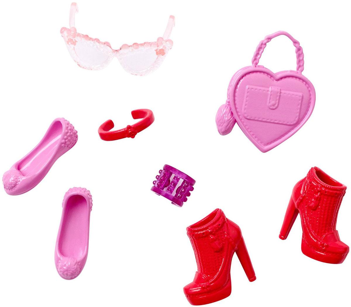 Barbie Набор обуви и аксессуаров для кукол цвет розовый красныйCFX30_DHC55Каждый день новый очаровательный наряд - это возможно с набором обуви и аксессуаров Barbie. Современные силуэты, нарядные цвета и детали оживят игру. В набор входят две пары обуви, два браслета, сумочка и очки, кукла продается отдельно. Комбинируйте с другими нарядами, чтобы расширить гардероб своих модниц. Одежда подходит большинству кукол Барби.