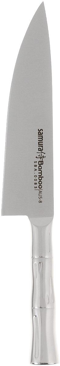 Нож поварской Samura Bamboo, длина лезвия 20 см. SBA-0085SBA-0085Поварской нож Samura Bamboo предназначен для нарезки различных продуктов. Лезвие изготовлено из высококачественной нержавеющей стали. Эргономичная рукоятка с рельефным узором не скользит в руках и делает нарезку удобной и безопасной. Благодаря уникальной формуле стали и качеству ее обработки, лезвие имеет высокий показатель твердости, что позволяет ему долго сохранять острую заточку. Используйте кухонные ножи только на разделочной доске из дерева или пластика (стеклянные доски способны затупить любую сталь). Поварской нож Samura Bamboo идеально шинкует, нарезает и измельчает продукты. Он займет достойное место среди аксессуаров на вашей кухне. Можно мыть в посудомоечной машине. Общая длина ножа: 32 см.