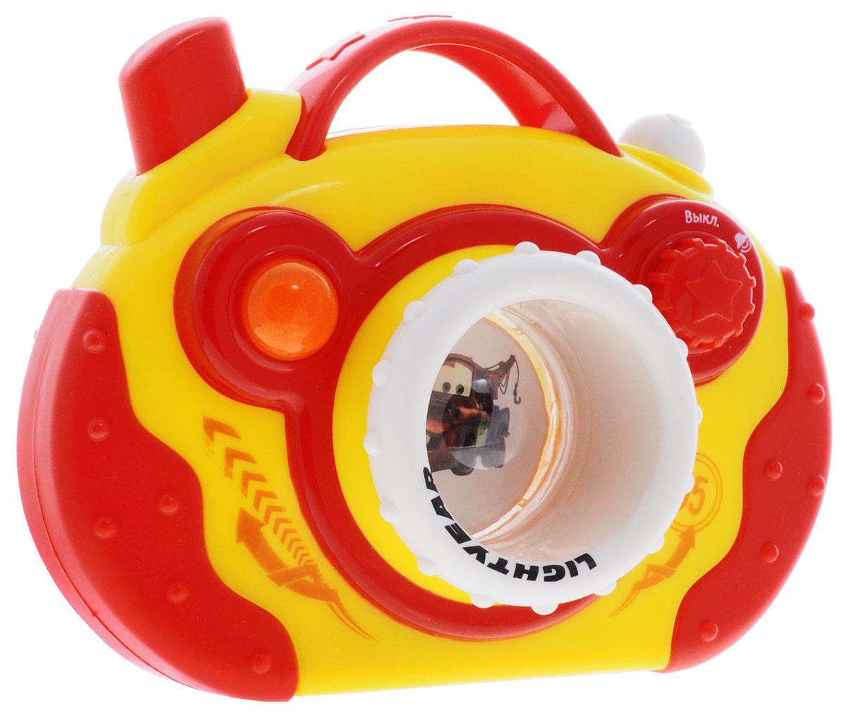 Умка Развивающая игрушка Фотоаппарат ТачкиB922837-RФотоаппарат Умка Тачки обязательно придется по душе вашему малышу! В игрушке есть все элементы фотоаппарата: подвижный объектив, затвор, вспышка и даже возможность просмотра фото. Удобная форма, размер и подвижные элементы способствуют развитию мелкой моторики, хватательного рефлекса и укреплению мышц рук. Песенка героев сделает игрушку еще более привлекательной для ребенка. Для работы игрушки необходимы 2 батарейки напряжением 1,5V типа ААА (не входят в комплект).