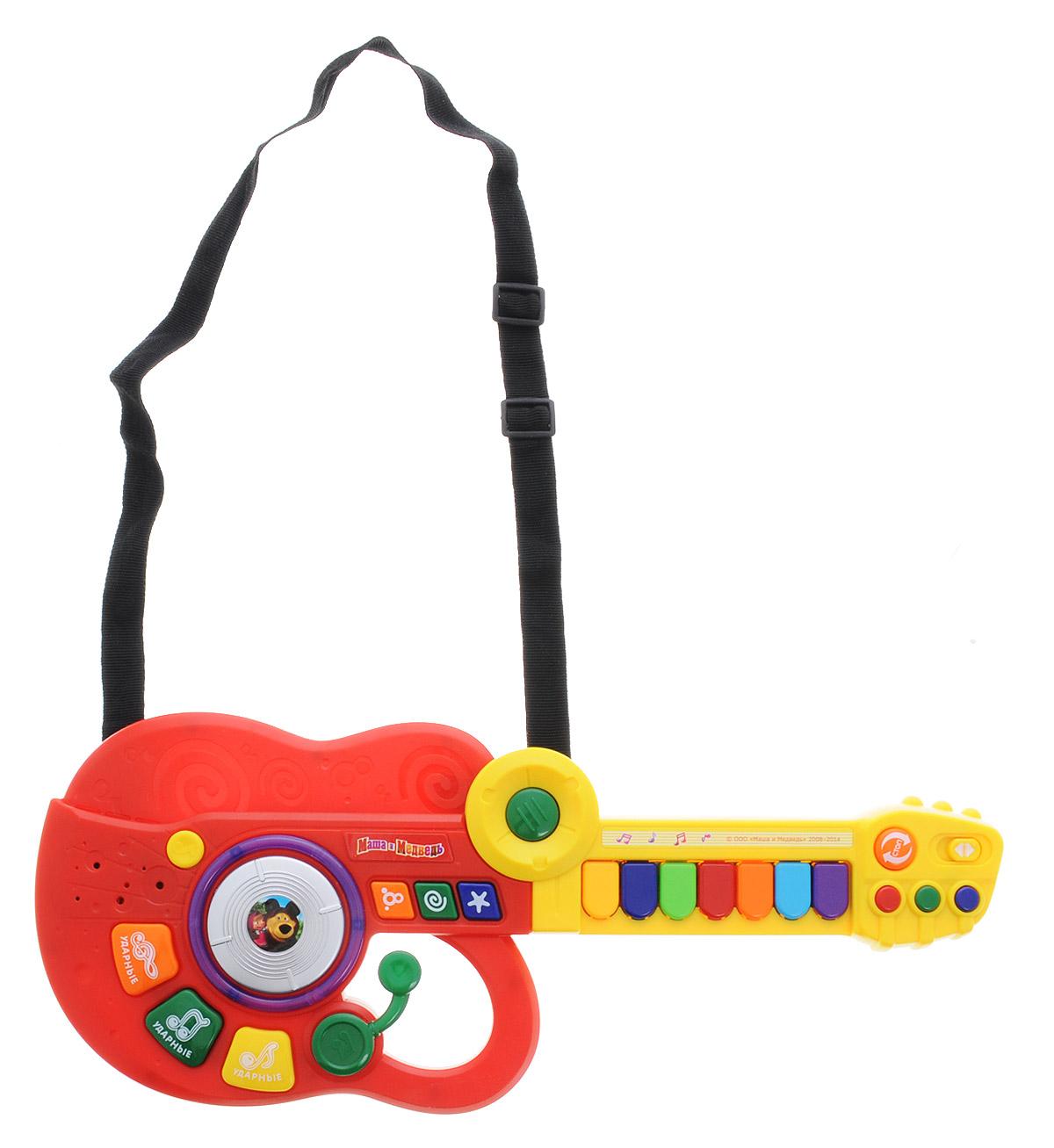 Играем вместе Электрогитара-синтезатор Маша и Медведь цвет красный желтыйBB778-R2Электрогитара-синтезатор Играем вместе Маша и Медведь непременно понравится вашему ребенку и не позволит ему скучать. Игрушка выполнена из прочного и безопасного пластика. Гитара снабжена текстильным ремнем для более удобной игры. Электрогитара-синтезатор Играем вместе Маша и Медведь обладает световыми эффектами, содержит 7 песенок из мультфильма. Музыкальный инструмент поможет ребенку развить слух, зрение, моторику и воображение, артистизм и творческое мышление. С такой игрушкой ваш ребенок порадует вас замечательным концертом! Рекомендуется докупить 3 батарейки типа АА (товар комплектуется демонстрационными).
