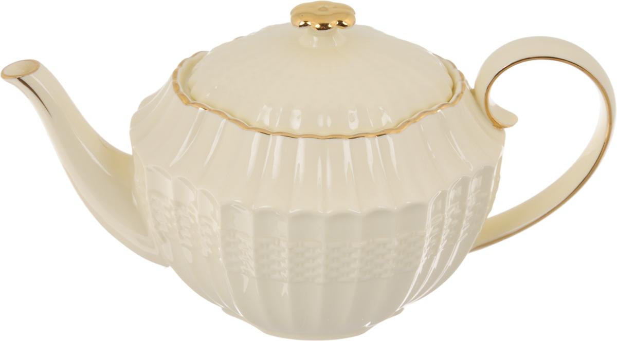 Чайник заварочный Patricia Грейс Голд, 1 лIM52-4001Заварочный чайник Patricia Грейс Голд изготовлен из высококачественного фарфора с глазурованным покрытием. Изделие оформлено рельефным рисунком и деколью. Чайник снабжен удобной ручкой. В основании носика расположены фильтрующие отверстия от попадания чаинок в чашку. Любой чай в таком изысканном чайнике станет для вас наслаждением, поводом отдохнуть и перевести дыхание. Он прекрасно украсит сервировку стола к чаепитию. Благодаря красивому утонченному дизайну, качеству исполнения и большому объему он станет хорошим подарком друзьям и близким. Не рекомендуется мыть в посудомоечной машине и использовать в микроволновой печи. Размер (по верхнему краю): 12 х 9,5 см. Внутренний размер: 10,5 х 8 см. Высота чайника (без учета крышки): 11,7 см.