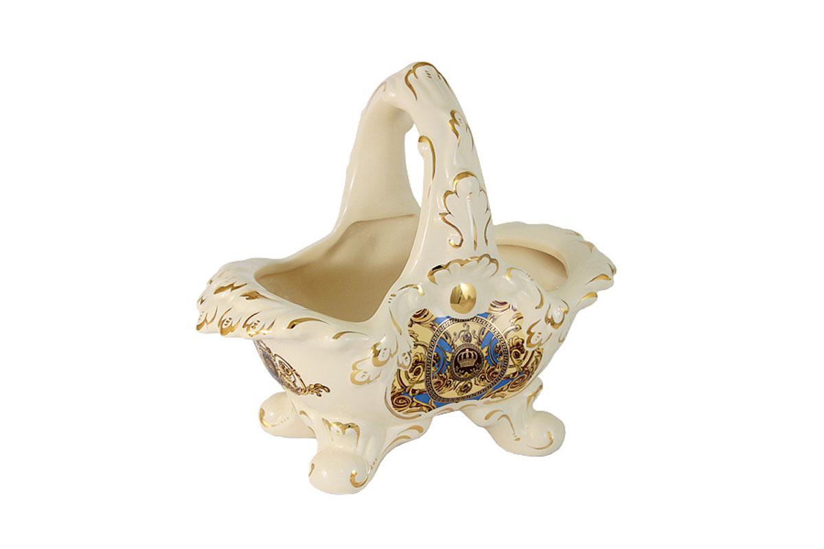 Ваза с ручкой Babyzon Dynasty Корона, декоративнаяBD1980-540A1-ALКомпания Babyzon Dynasty основана в 2007 году в Китае. В ассортименте компании представлены предметы украшения интерьера из керамики. Декоративные вазы, блюда, тарелки, подсвечники, настольные часы выполнены в стиле ампир и барокко и напоминают пышное убранство дворцов французских королей 18 века. Практически за 10 лет существования, компания успела наработать серьезный производственный опыт и создать коллекции, отличающиеся прекрасным качеством и приемлемой ценой. Состав:керамика.Обязательной сертификации не подлежит.Протирать сухой/влажной салфеткой.