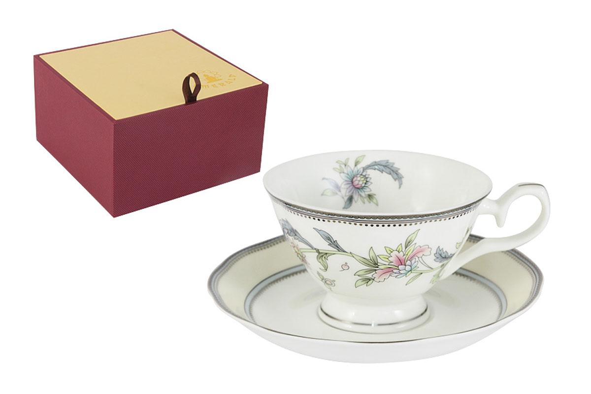 Чайная пара Emerald Сад цветов, 2 предметаE5-14-215/CS-ALЧайная пара Emerald Сад цветов состоит из чашки и блюдца, изготовленных из высококачественного костяного фарфора. Яркий дизайн изделий, несомненно, придется вам по вкусу. Чайная пара Emerald Сад цветов украсит ваш кухонный стол, а также станет замечательным подарком к любому празднику. Объем чашки: 200 мл.