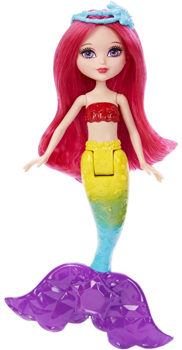 Barbie Кукла Маленькая русалочка RainbowDNG07_DNG08Погружайся в мир подводных приключений вместе с маленькой русалочкой Rainbow от Barbie! Она создана специально для маленьких рук и богатого воображения! Русалочка приковывает взгляды своим разноцветным хвостом и ярким лифом. Ярко-малиновые волосы куклы можно расчесывать. На голове - диадема с морскими звездами. Хвостовой плавник украшен пятиконечной звездой. Гибкая талия делает движения более разнообразными и создает простор для новых сюжетов. В коллекцию входят куклы родом из трех разных королевств, вдохновленных радугами, самоцветами или сладостями. Соберите их всех для невероятного веселья!