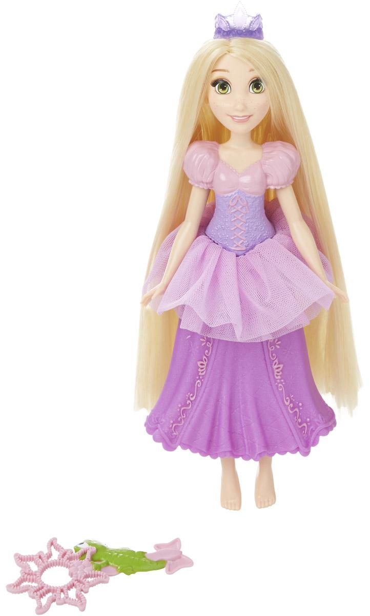 Disney Princess Кукла Рапунцель с тиарой для мыльных пузырейB5302EU4_5304Кукла Disney Princess Рапунцель с тиарой для мыльных пузырей готова повеселиться от души с мыльными пузырями! Девочки могут начинать приключения с мыльной пеной в воде и на суше вместе с куклой Рапунцель и тиарой для мыльных пузырей. Налейте раствор для мыльных пузырей (продается отдельно) в спинку кукольного корсета. Ваша девочка сожмет юбку - и на голове куклы появится мыльная пена. Чем сильнее будет сжата юбка, тем больше пузырей вылетит из короны! Используйте предлагающуюся волшебную палочку для мыльных пузырей, чтобы волшебных мыльных пузырей стало еще больше! Кукла выглядит просто очаровательно. Она точно повторяет внешний вид Рапунцель в диснеевском мультфильме: у нее такие же большие зеленые глаза, милые веснушки на щечках и добрая улыбка. У куклы длинные волосы, которые можно расчесывать и заплетать в разнообразные прически. Ваша малышка будет в восторге от такого великолепного подарка!