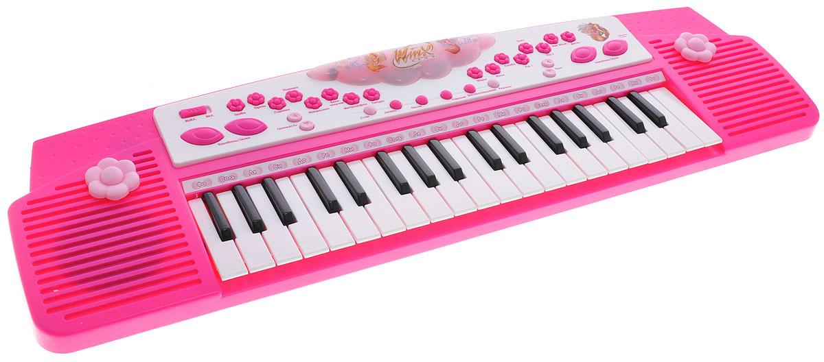 Умка Электропианино Winx6125-RЭлектропианино Умка Winx с функцией записи обязательно привлечет внимание вашей дочурки! Изделие выполнено из прочного пластика и оснащено световыми и звуковыми эффектами. В комплект также входит микрофон со стойкой. Электропианино оснащено настоящими клавишами, каждая из которых играет свою ноту, благодаря чему малыш сможет сочинить и сыграть свою мелодию, а с помощью функции записи и воспроизведения он сможет запечатлеть свои шедевры. Пианино имеет 8 встроенных ритмов и возможность регулировать громкость и темп воспроизведения. Также игрушка может порадовать малыша 4 песнями из мультфильма и мелодиями караоке. Играя с таким музыкальным инструментом, ребенок сможет развить цветовое восприятие, мелкую моторику рук, тактильную чувствительность, а также музыкальный слух и чувство ритма. В веселой игровой форме малыш сможет познакомиться с нотами и почувствовать себя настоящим музыкантом! Рекомендуется докупить 3 батарейки типа АА (товар...
