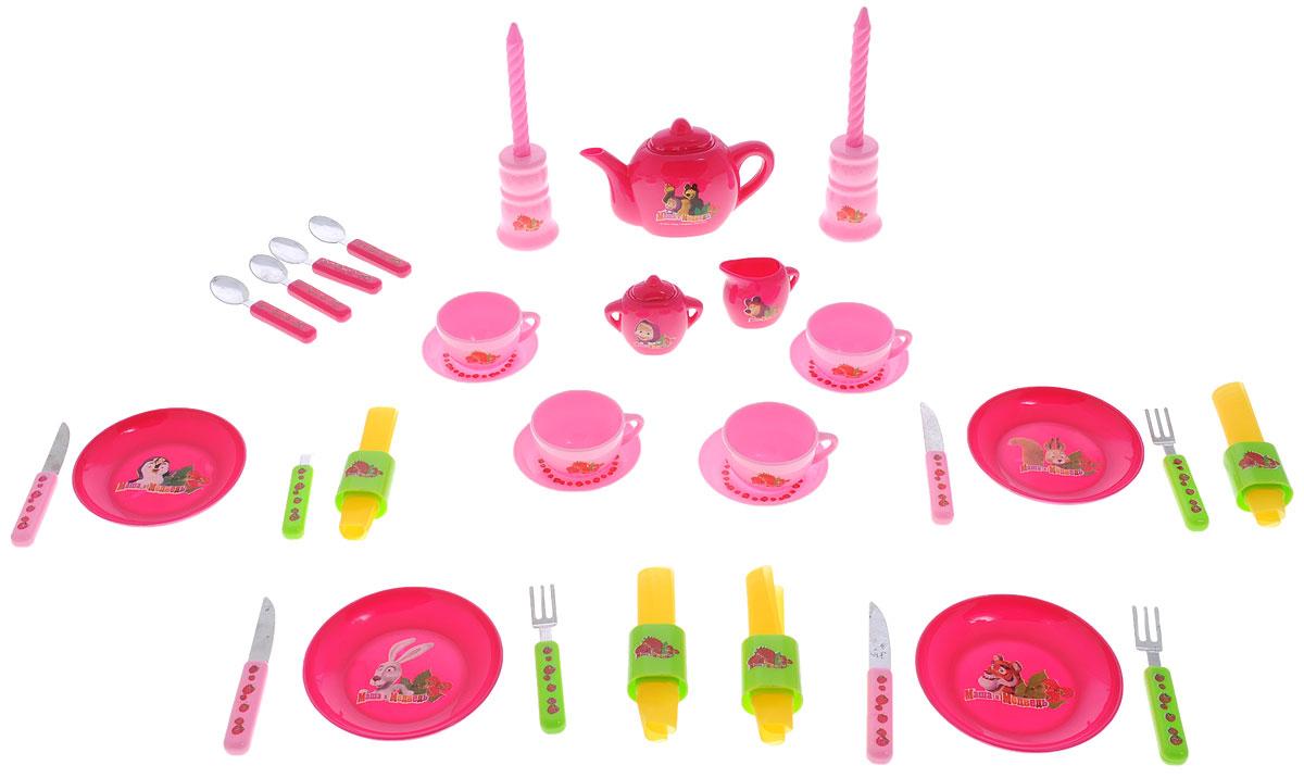 Играем вместе Игровой набор посуды Маша и Медведь 37 предметовB918961-RИгровой набор посуды Играем вместе Маша и Медведь станет отличным подарком для вашей малышки. С помощью этого набора маленькая хозяйка сможет приготовить обед для своих любимых кукол, также как это делает мама, или накрыть праздничный стол и позвать в гости друзей. В набор входят все самые необходимые предметы, которые могут понадобиться юному кулинару. Набор рассчитан на четыре персоны. Все предметы набора украшены декоративными наклейками с героями знаменитого мультфильма Маша и Медведь. Наличие такого набора у ребенка убережет его от бытовых травм, которые он может получить на кухне, пытаясь ознакомиться с настоящей кухонной утварью. Во время игры ребенок освоит новые для него предметы, узнает их названия и научится правильно пользоваться столовыми приборами.