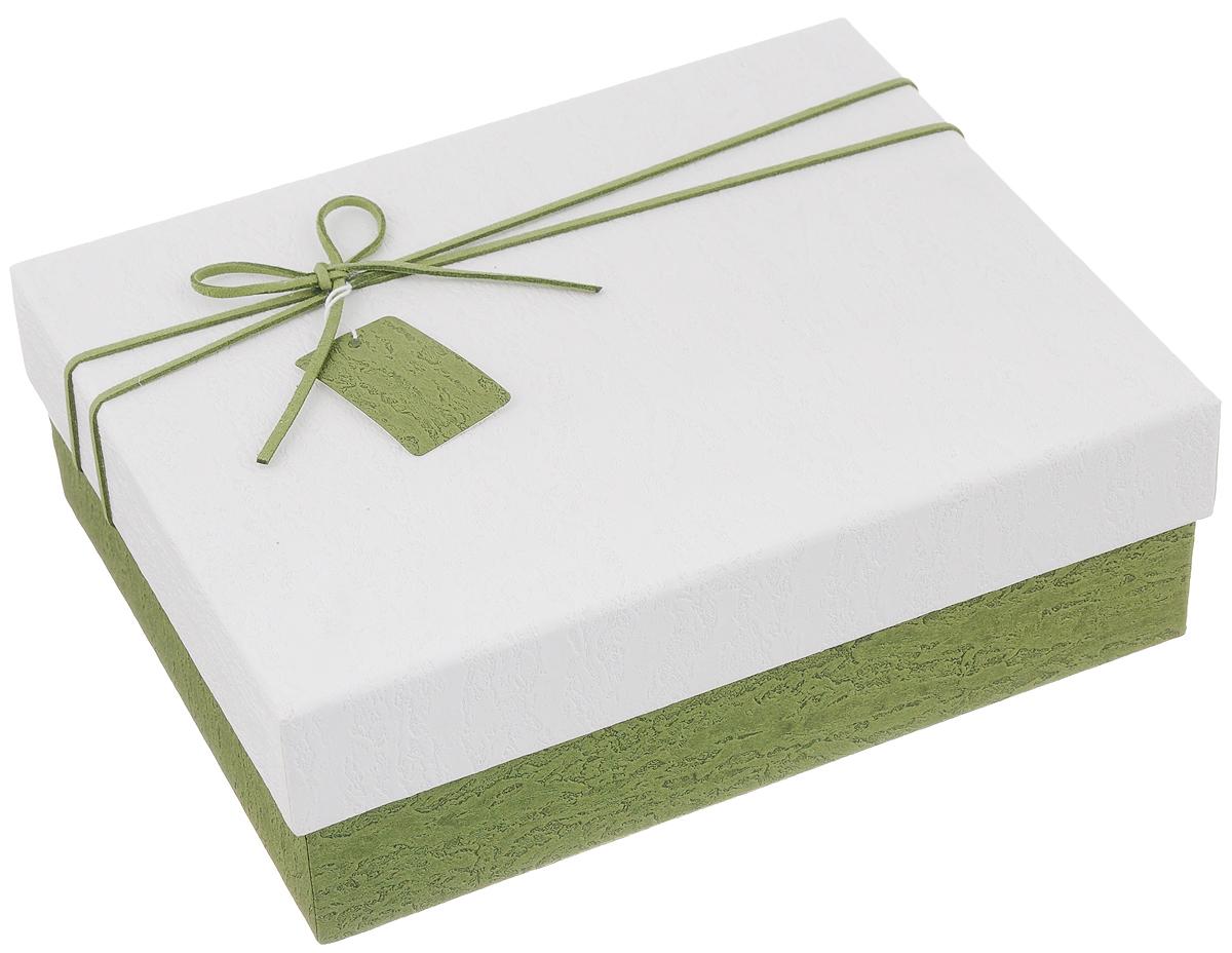 Коробка подарочная Packing Symphony Прямоугольник. Фактура, цвет: белый, зеленый, 24 х 19 х 8 см80036962Подарочная коробка Packing Symphony Прямоугольник. Фактура выполнена из картона с фактурой под камень и декорирована текстильным бантом. Это один из самых оригинальных вариантов упаковки для подарка. Любой, даже самый нестандартный подарок, упакованный в такую коробку, создаст момент легкой интриги, а плотный картон сохранит содержимое в первоначальном виде. Яркий дизайн самой коробки будет долго напоминать владельцу о трогательных моментах получения презента.