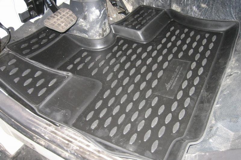 Коврики в салон автомобиля Novline-Autofamily для Hyundai HD-120, 1999 -, 2 штNLC.20.34.210Коврики Novline-Autofamily улучшат внешний вид салона автомобиля и надежно уберегут его от пыли, грязи и сырости, а значит, защитят кузов от коррозии. Полиуретановые коврики гладкие, приятные и не пропускает влагу. Полиуретановые автомобильные коврики произведены из высококачественного материала, который держит форму и не пачкает обувь. Коврики надежно крепятся на полу и не скользят, что очень важно во время движения, особенно для водителя. Изделия из полиуретана надежно удерживают грязь и влагу, при этом всегда выглядят довольно опрятно. И чистятся они очень просто: как при помощи автомобильного пылесоса, так и различными моющими средствами.