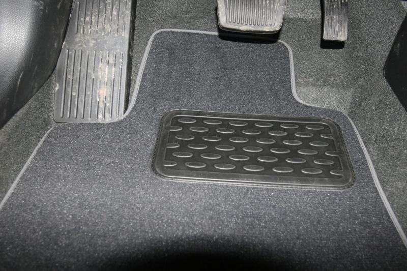 Набор автомобильных ковриков Novline-Autofamily для Kia Picanto 3D 2011-, хэтчбек, в салон, 5 штNLT.25.41.11.110khНабор автомобильных ковриков Novline-Autofamily, изготовленный из текстиля, состоит из 5 ковриков, которые учитывают все особенности каждой модели автомобиля и полностью повторяют контуры пола. Текстильные автомобильные коврики для салона произведены из высококачественного материала, который держит форму, прочный и не пачкает обувь. Коврики в салон не только улучшат внешний вид салона вашего автомобиля, но и надежно уберегут его от пыли, грязи и сырости, а значит, защитят кузов от коррозии. Текстильные коврики для автомобиля мягкие и приятные, а их основа из вспененного полиуретана не пропускает влагу. Ковры для автомобилей надежно крепятся на полу и не скользят, что очень важно во время движения. Чистятся коврики очень просто: как при помощи автомобильного пылесоса, так и различными моющими средствами. Набор подходит для Kia Picanto 3D хэтчбек с 2011 года выпуска.