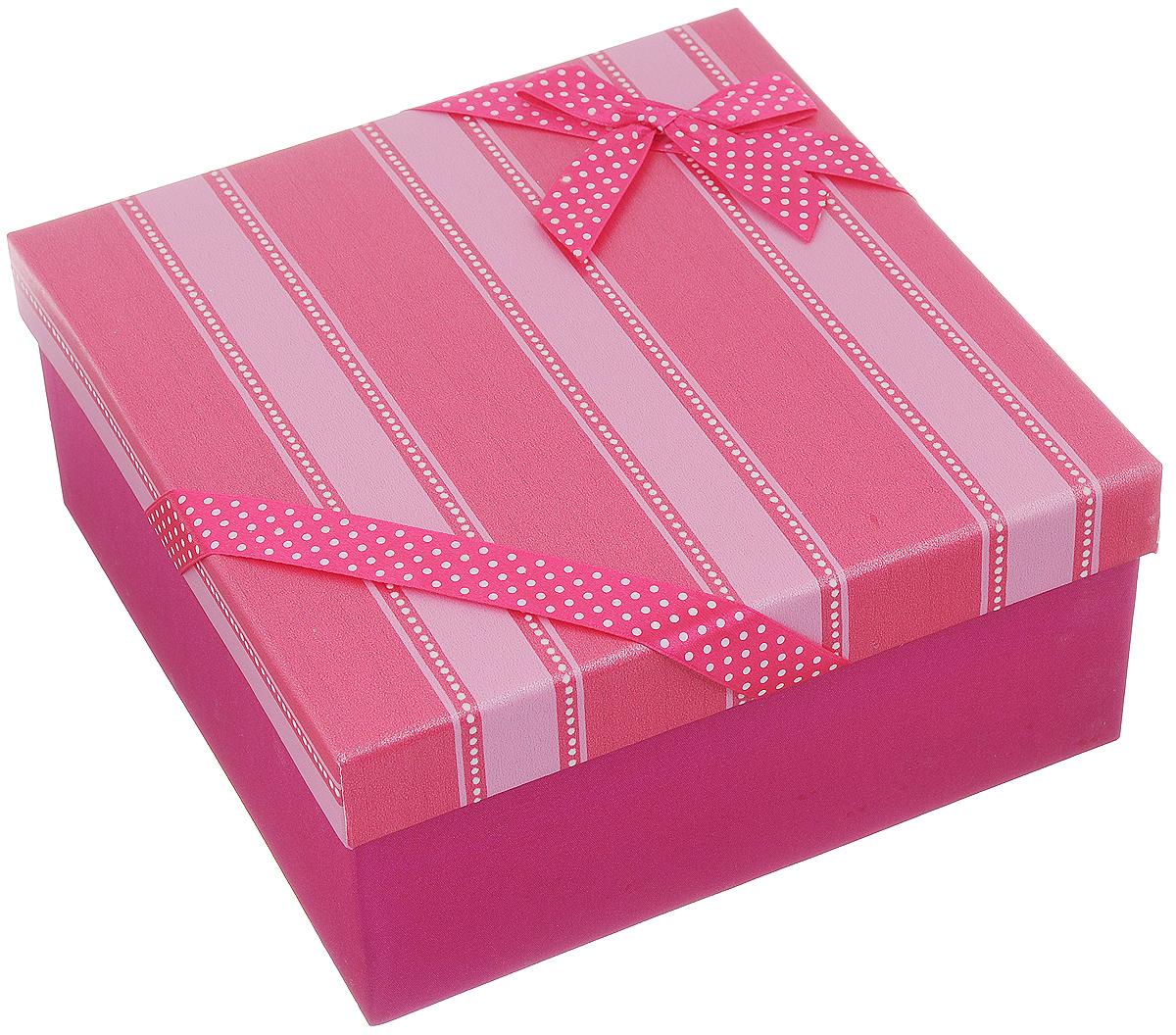 Коробка подарочная Packing Symphony Яркая тесьма, цвет: розовый, белый, 21 х 21 х 9,5 см80036854Подарочная коробка Packing Symphony Яркая тесьма выполнена из картона и декорирована текстильной лентой с бантом. Это один из самых оригинальных вариантов упаковки для подарка. Любой, даже самый нестандартный подарок упакованный в такую коробку, создаст момент легкой интриги, а плотный картон сохранит содержимое в первоначальном виде. Оригинальный дизайн самой коробки будет долго напоминать владельцу о трогательных моментах получения подарка.