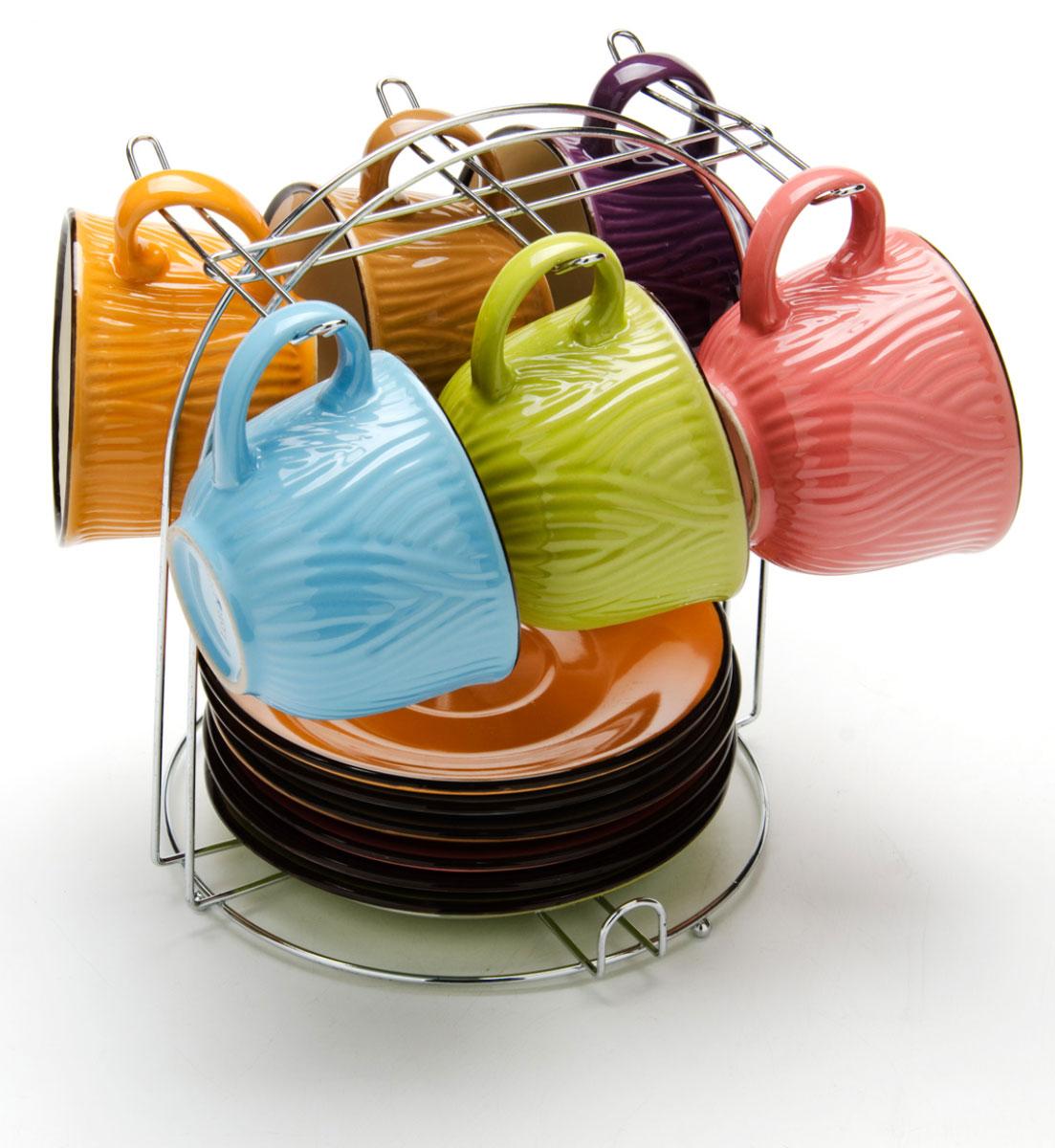 Набор чашек Loraine, на подставке, 13 предметов. 2465124651Этот набор состоит из 6 чашек (220 мл) + 6 блюдец и металлическая подставка. Теплостойкие ручки.Элегантный дизайн. Изящный дизайн придется по вкусу и ценителям классики, и тем, кто предпочитает утонченность и изысканность. Он настроит на позитивный лад и подарит хорошее настроение с самого утра. В комплекте - металлическая подставка. Набор кружек LORAINE - идеальный и необходимый подарок для вашего дома и для ваших друзей в праздники.