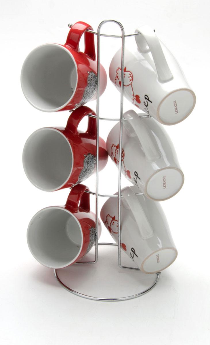 Набор чашек Loraine, на подставке, 390 мл, 7 предметов. 2465624656Этот набор состоит из шести кружек, расположенных на металлической подставке. Кружки изготовлены из высококачественной керамики и оформлены стильным рисунком Овечка. Изящный дизайн придется по вкусу и ценителям классики, и тем, кто предпочитает утонченность и изысканность. Он настроит на позитивный лад и подарит хорошее настроение с самого утра. Набор кружек LORAINE - идеальный и необходимый подарок для вашего дома и для ваших друзей в праздники.