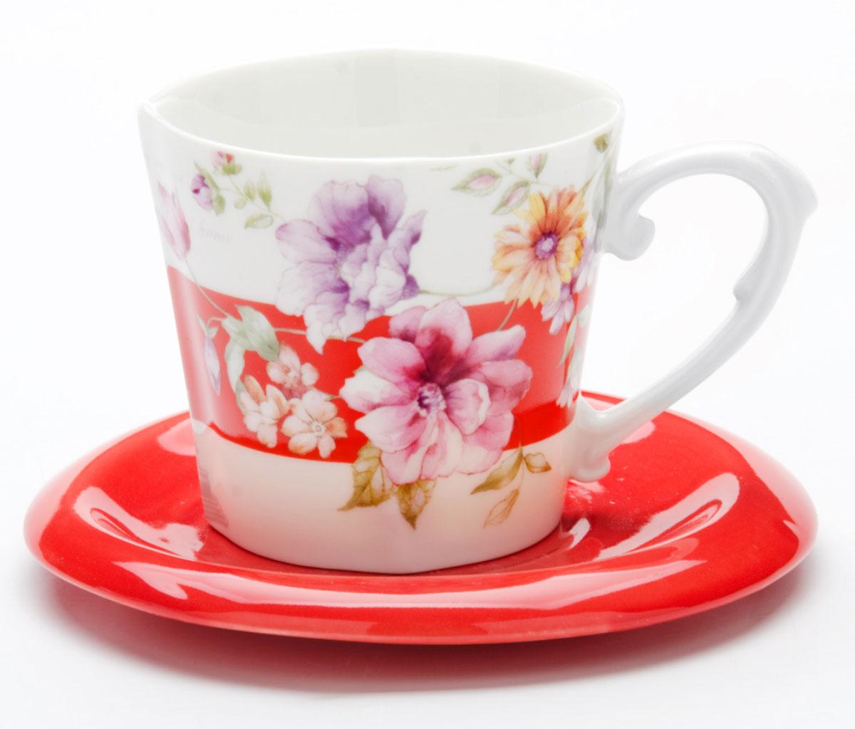 Чайная пара Loraine Цветы, 230 мл, 2 предмета. 2471224712Этот чайный набор, выполненный из керамики, состоит из одной чашки и блюдца. Предметы набора оформлены ярким изображением цветов. Изящный дизайн и красочность оформления придутся по вкусу и ценителям классики, и тем, кто предпочитает утонченность и изысканность. Чайный набор - идеальный и необходимый подарок для вашего дома и для ваших друзей в праздники, юбилеи и торжества! Он также станет отличным корпоративным подарком и украшением любой кухни. Чайный набор упакован в подарочную коробку из плотного цветного картона. Внутренняя часть коробки задрапирована белым атласом.