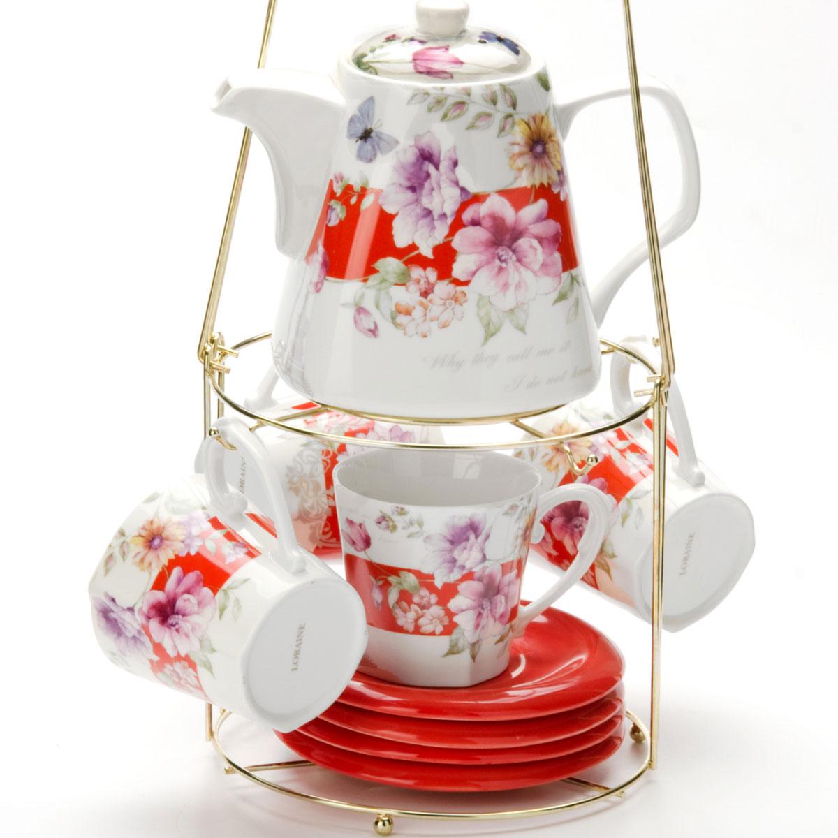 Набор чайный Mayer & Boch, на подставке, 9 предметов. 2473224732Чайный набор LORAINE состоит из 4 чашек, 4 блюдец и заварочного чайника (1,1 л). Предметы набора изготовлены из керамики и оформлены изображением цветов. Все предметы располагаются на удобной металлической подставке с ручкой. Элегантный дизайн набора придется по вкусу и ценителям классики, и тем, кто предпочитает утонченность и изысканность. Он настроит на позитивный лад и подарит хорошее настроение с самого утра. Чайный набор LORAINE идеально подойдет для сервировки стола и станет отличным подарком к любому празднику.