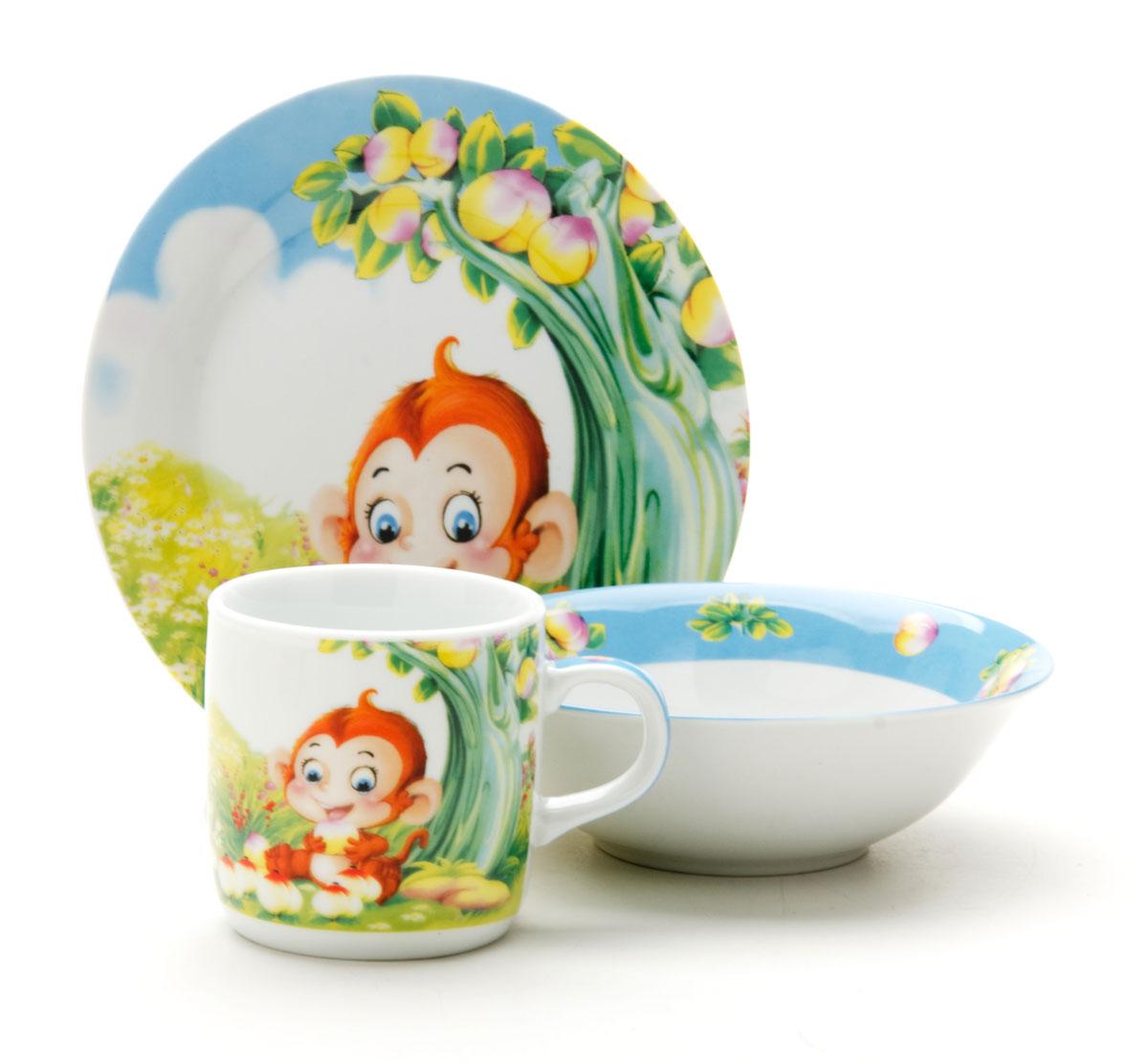Набор посуды Loraine Обезьянка, 3 предмета25601Набор посуды Фея сочетает в себе изысканный дизайн с максимальной функциональностью. В набор входят суповая тарелка, обеденная тарелка и кружка. Предметы набора выполнены из высококачественной керамики, декорированы красочным рисунком. Благодаря такому набору обед вашего ребенка будет еще вкуснее. Набор упакован в красочную, подарочную упаковку.
