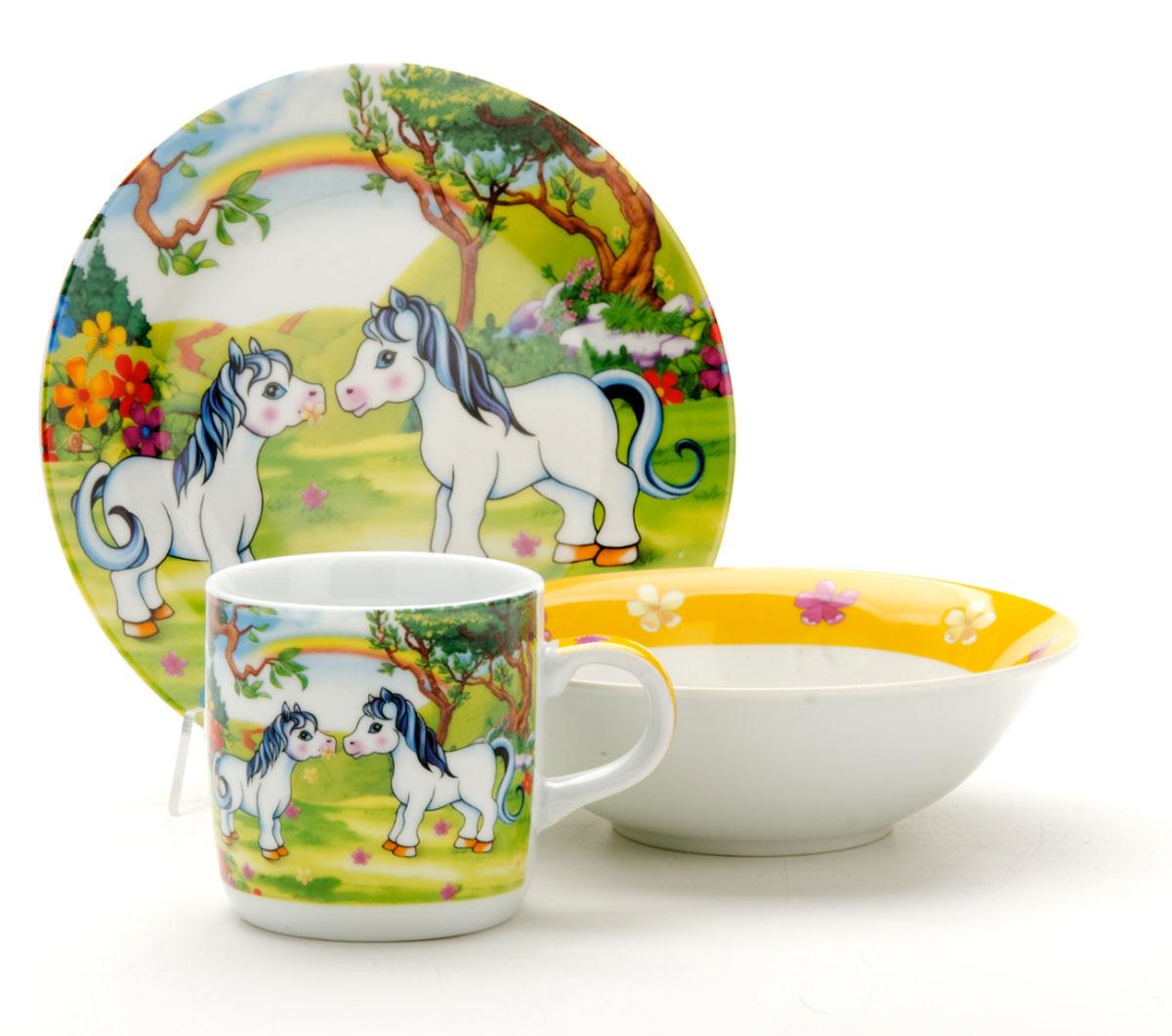 Набор посуды Mayer & Boch Пони, 3 предмета. 2286422864Набор посуды Пони сочетает в себе изысканный дизайн с максимальной функциональностью. В набор входят суповая тарелка, обеденная тарелка и кружка. Предметы набора выполнены из высококачественной керамики, декорированы красочным рисунком. Благодаря такому набору обед вашего ребенка будет еще вкуснее. Набор упакован в красочную, подарочную упаковку.