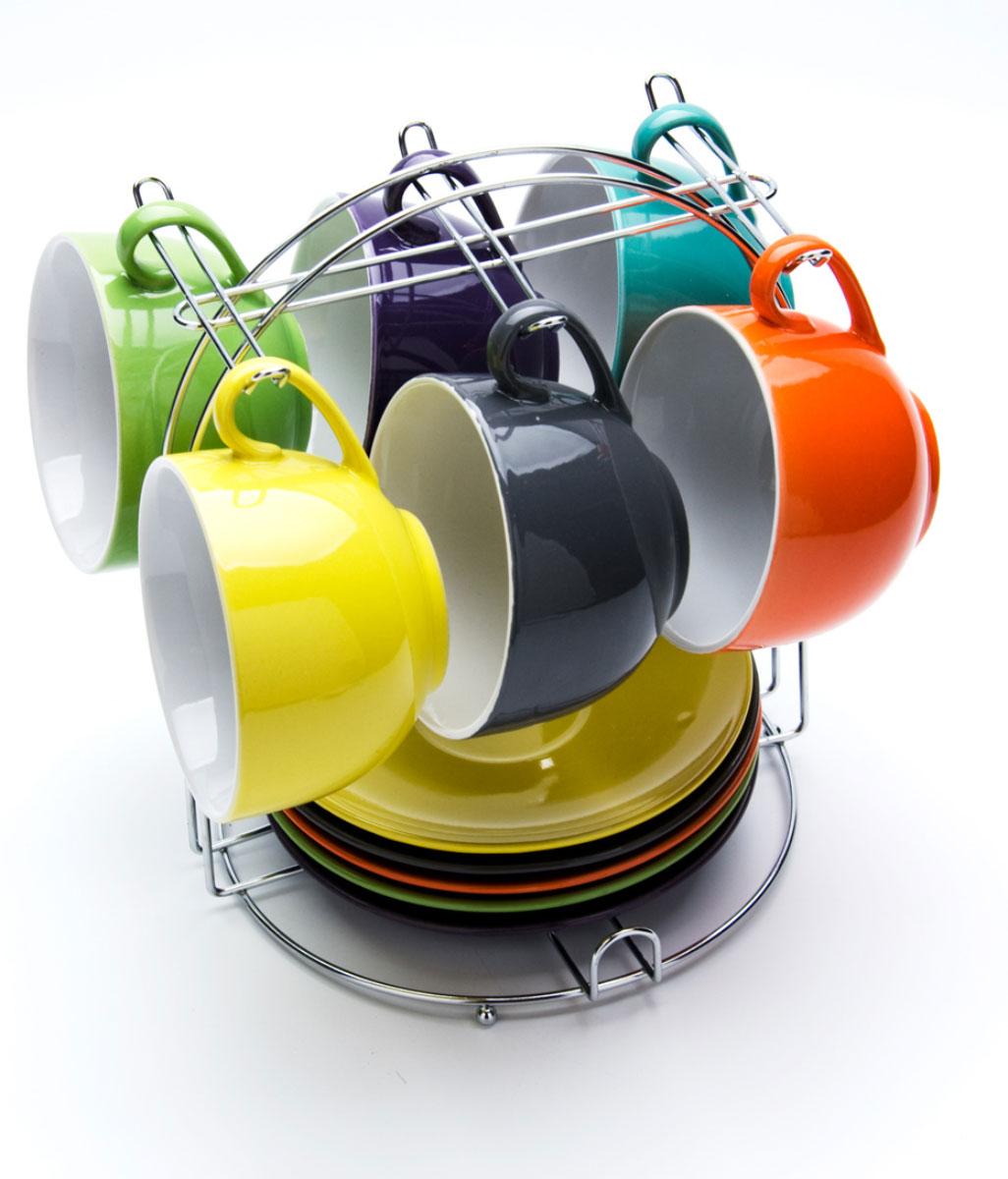Набор чашек Loraine, на подставке, 13 предметов. 2313423134Хозяюшки, которые любят яркие сервизы в сервировке стола! Вашему вниманию представляется набор цветных керамических чашечек с блюдечками. Чашечки легко хранить в специальной подставке,которые на кухне не займут много места. Цветовая гамма набора: оранжевая, желтая, салатовая, голубая, синяя, фиолетовая. Объем чашки: 350 мл.