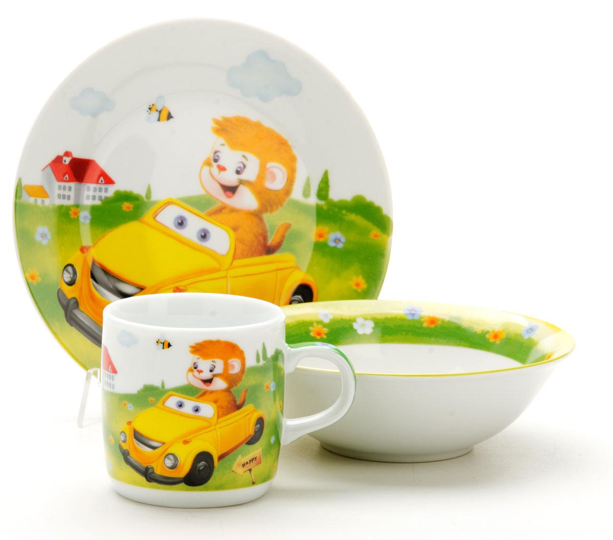 Набор посуды Loraine Машинка, 3 предмета25602Набор посуды Фея сочетает в себе изысканный дизайн с максимальной функциональностью. В набор входят суповая тарелка, обеденная тарелка и кружка. Предметы набора выполнены из высококачественной керамики, декорированы красочным рисунком. Благодаря такому набору обед вашего ребенка будет еще вкуснее. Набор упакован в красочную, подарочную упаковку.