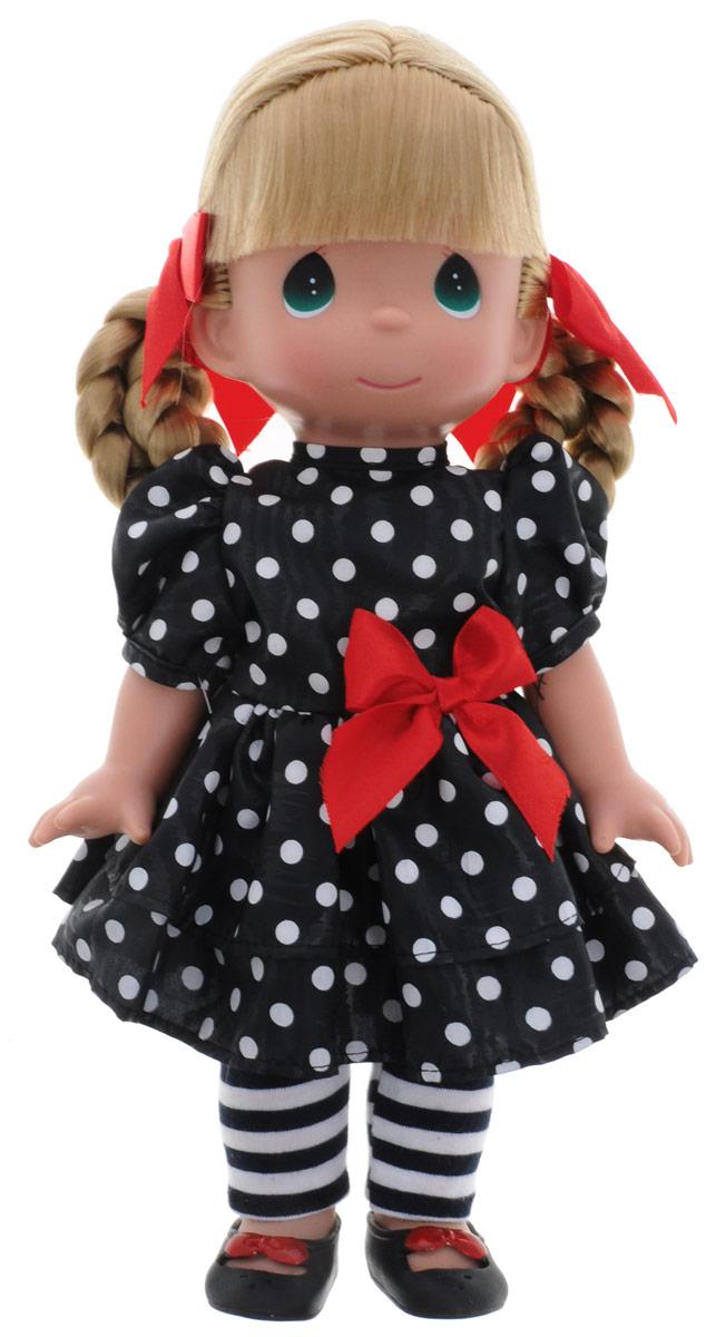 Precious Moments Кукла Мода навсегда4665Коллекция кукол Precious Moments ростом выше 30 см насчитывает на сегодняшний день более 600 видов. Куклы изготавливаются из качественного, безопасного материала и имеют пять базовых точек артикуляции. Каждый год в коллекцию добавляются все новые и новые модели. Каждая кукла имеет свой неповторимый образ и характер. Она может быть подарком на память о каком-либо событии в жизни. Куклы выполнены с любовью и нежностью, которую дарит нам известная волшебница - создатель кукол Линда Рик! Кукла Мода навсегда одета в черное платье в горошек, полосатые лосины и черные туфельки. У куклы светлые волосы, заплетенные в две косички с красными атласными бантиками. У девочки большие зеленые глаза. Игра с куклой разовьет в вашей малышке чувство ответственности и заботы. Порадуйте свою принцессу таким великолепным подарком!