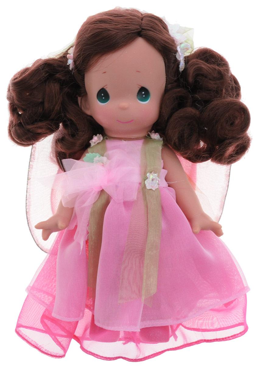 Precious Moments Кукла Цветочная фея брюнетка3514Коллекция кукол Precious Moments насчитывает на сегодняшний день более 600 видов. Куклы изготавливаются из качественного, безопасного материала и имеют пять базовых точек артикуляции. Каждый год в коллекцию добавляются все новые и новые модели. Каждая кукла имеет свой неповторимый образ и характер. Она может быть подарком на память о каком-либо событии в жизни. Куклы выполнены с любовью и нежностью, которую дарит нам известная волшебница - создатель кукол Линда Рик! Коллекционная кукла Цветочная фея со светлыми волосами одета в легкое розовое платье, украшенное бантиком и цветочками. За спиной куклы - полупрозрачные крылышки с блестками. Шикарные темные волосы куклы декорированы текстильными цветами с блестками и большим зеленым бантом. У куклы милое личико с большими изумрудными глазами. Вся одежда съемная. Вашей дочурке непременно понравится расчесывать волосы куклы, придумывая различные прически. Кукла научит ребенка взаимодействовать с...