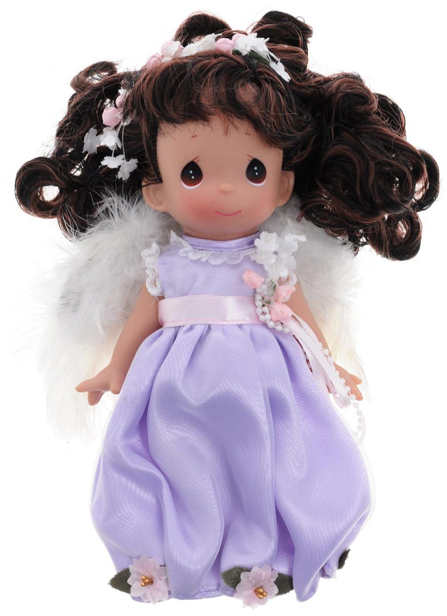 Precious Moments Кукла Ты словно ангел брюнетка3527Коллекция кукол Precious Moments насчитывает на сегодняшний день более 600 видов. Куклы изготавливаются из качественного и безопасного материала. Каждый год в коллекцию добавляются все новые и новые модели. Каждая кукла имеет свой неповторимый образ и характер. Она может быть подарком на память о каком-либо событии в жизни. Куклы выполнены с любовью и нежностью, которую дарит нам известная волшебница - создатель кукол Линда Рик! Кукла Ты словно ангел одета в очаровательное длинное платье светло-сиреневого цвета, за спиной - белые перьевые крылья, которые можно с легкостью отстегнуть. У девочки темные волосы и большие глаза. Вся одежда съемная. Кукла научит ребенка взаимодействовать с окружающими, а также поспособствует развитию воображения, логики и тактильного восприятия. Кукла станет отличным подарком для девочки, а также ценным экспонатом любой коллекции кукол.