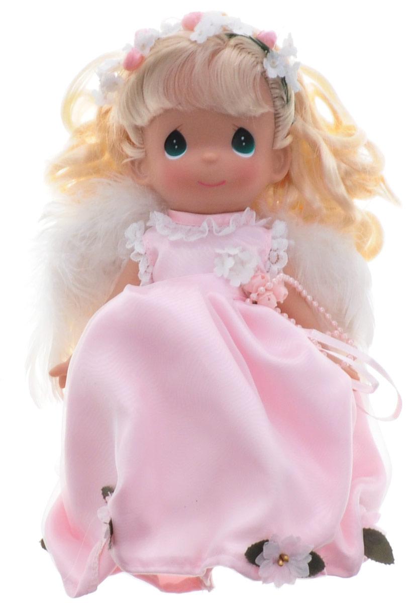 Precious Moments Кукла Ты словно ангел блондинка3526Коллекция кукол Precious Moments насчитывает на сегодняшний день более 600 видов. Куклы изготавливаются из качественного и безопасного материала. Каждый год в коллекцию добавляются все новые и новые модели. Каждая кукла имеет свой неповторимый образ и характер. Она может быть подарком на память о каком-либо событии в жизни. Куклы выполнены с любовью и нежностью, которую дарит нам известная волшебница - создатель кукол Линда Рик! Кукла Ты словно ангел одета в воздушное платье розового цвета, за спиной - белые перьевые крылья, которые можно с легкостью отстегнуть. У девочки светлые вьющиеся волосы и большие зеленые глаза. Вся одежда съемная. Кукла научит ребенка взаимодействовать с окружающими, а также поспособствует развитию воображения, логики и тактильного восприятия. Кукла станет отличным подарком для девочки, а также ценным экспонатом любой коллекции кукол.