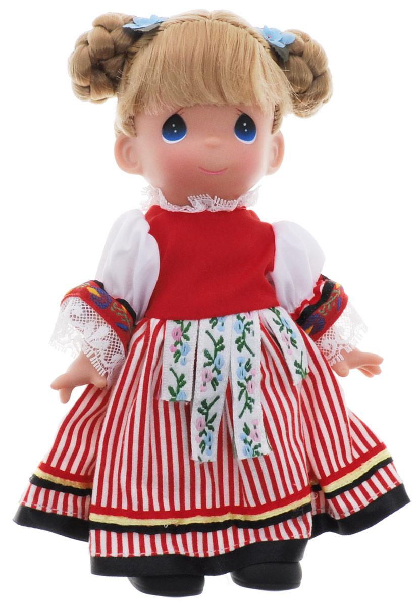 Precious Moments Кукла Кермака Чехия3489Коллекция кукол Precious Moments насчитывает на сегодняшний день более 600 видов. Куклы изготавливаются из качественного и безопасного материала. Каждый год в коллекцию добавляются все новые и новые модели. Каждая кукла имеет свой неповторимый образ и характер. Она может быть подарком на память о каком-либо событии в жизни. Куклы выполнены с любовью и нежностью, которую дарит нам известная волшебница - создатель кукол Линда Рик! Кукла Кермака. Чехия одета в платье народного стиля, украшенное кружевами и тесьмой. На ногах - черные ботиночки. Светлые волосы куклы убраны в элегантную прическу. У девочки большие синий глаза. Вся одежда съемная. Кукла научит ребенка взаимодействовать с окружающими, а также поспособствует развитию воображения, логики и тактильного восприятия. Кукла станет отличным подарком для девочки, а также ценным экспонатом любой коллекции кукол.