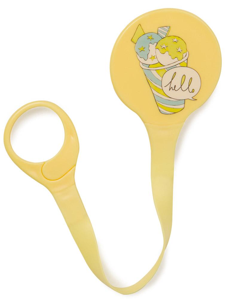 Happy Baby Держатель для пустышки Мороженое11007_желтый, мороженоеДержатель для пустышки Happy Baby Мороженое незаменим для прогулок. Специальная клипса прочно крепится к одежде ребенка и предохраняет пустышку от случайного падения и загрязнения. Расстегните кольцо клипсы, прикрепите его к пустышке. С другой стороны клипсу необходимо пристегнуть к одежде малыша при помощи специальной застежки. Можно использовать как для пустышки, так и для прорезывателя. Не содержит бисфенол-А. Можно мыть в посудомоечной машине.