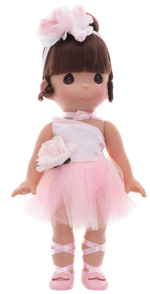 Precious Moments Кукла Балерина цвет волос темный4709Коллекция кукол Precious Moments ростом выше 30 см насчитывает на сегодняшний день более 600 видов. Куклы изготавливаются из качественного, безопасного материала и имеют пять базовых точек артикуляции. Каждый год в коллекцию добавляются все новые и новые модели. Каждая кукла имеет свой неповторимый образ и характер. Она может быть подарком на память о каком- либо событии в жизни. Куклы выполнены с любовью и нежностью, которую дарит нам известная волшебница - создатель кукол Линда Рик! Кукла Балерина одета в светло-розовое платье, украшенное текстильной розочкой. На ногах балерины - розовые пуанты. Волосы убраны в аккуратную прическу и оформлены атласной ленточкой с цветком. Вся одежда у куклы съемная. У девочки большие карие глаза. Игра с куклой разовьет в вашей малышке чувство ответственности и заботы. Порадуйте свою принцессу таким великолепным подарком!