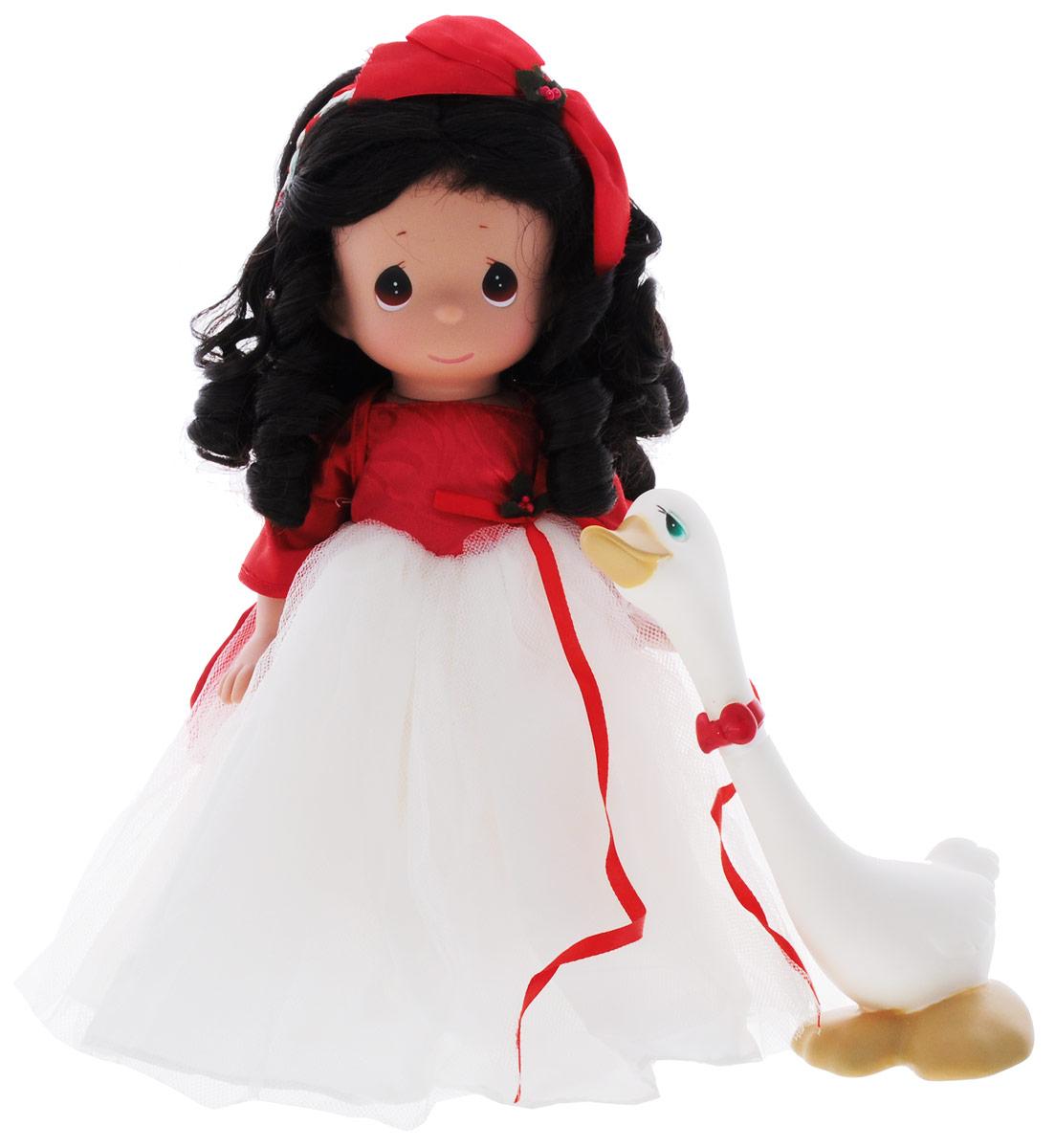 Precious Moments Кукла Сезон радости брюнетка4695Коллекция кукол Precious Moments ростом выше 30 см насчитывает на сегодняшний день более 600 видов. Куклы изготавливаются из качественного, безопасного материала и имеют пять базовых точек артикуляции. Каждый год в коллекцию добавляются все новые и новые модели. Каждая кукла имеет свой неповторимый образ и характер. Она может быть подарком на память о каком-либо событии в жизни. Куклы выполнены с любовью и нежностью, которую дарит нам известная волшебница - создатель кукол Линда Рик! Кукла Сезон радости очарует вас и вашу дочурку с первого взгляда! Кукла одета в пышное платье с белым подолом. На ногах у куклы золотистые туфли. Одежда у куклы съемная. У девочки темные вьющиеся волосы и большие карие глаза. Рядом с куклой находится гусь с красным бантиком на шее. Игра с куклой разовьет в вашей малышке чувство ответственности и заботы. Порадуйте свою принцессу таким великолепным подарком!
