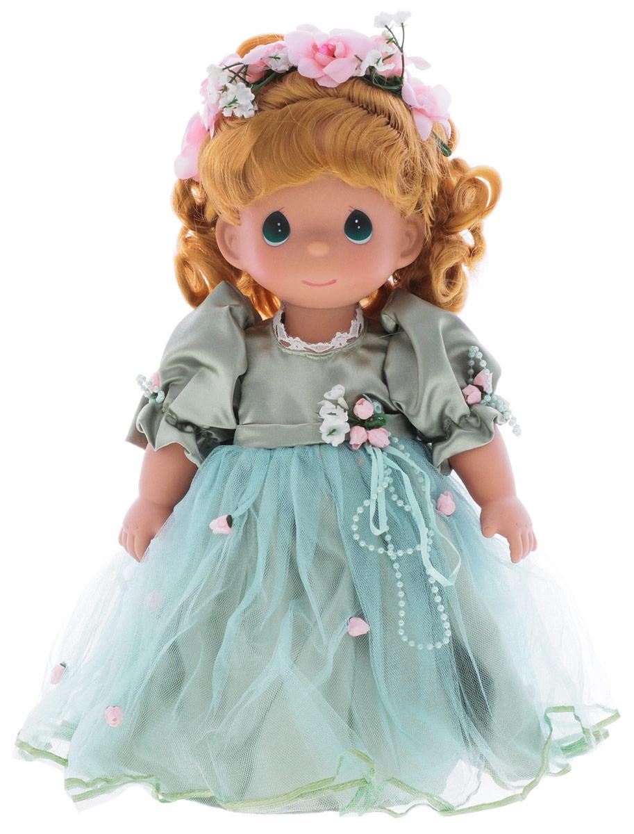 Precious Moments Кукла Красотка цвет волос рыжий4743Коллекция кукол Precious Moments ростом выше 30 см насчитывает на сегодняшний день более 600 видов. Куклы изготавливаются из качественного, безопасного материала и имеют пять базовых точек артикуляции. Каждый год в коллекцию добавляются все новые и новые модели. Каждая кукла имеет свой неповторимый образ и характер. Она может быть подарком на память о каком-либо событии в жизни. Куклы выполнены с любовью и нежностью, которую дарит нам известная волшебница - создатель кукол Линда Рик! Кукла Красотка привлечет внимание не только ребенка, но и взрослого. Кукла с рыжими волосами одета в очаровательное платье, украшенное атласным бантом на спине. На ногах - туфельки в тон платья. Прическу украшает венок из цветов. Одежда у куклы съемная. У девочки большие зеленые глаза. Игра с куклой разовьет в вашей малышке чувство ответственности и заботы. Порадуйте свою принцессу таким великолепным подарком!