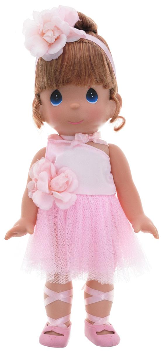 Precious Moments Кукла Балерина цвет волос рыжий4710Коллекция кукол Precious Moments ростом выше 30 см насчитывает на сегодняшний день более 600 видов. Куклы изготавливаются из качественного, безопасного материала и имеют пять базовых точек артикуляции. Каждый год в коллекцию добавляются все новые и новые модели. Каждая кукла имеет свой неповторимый образ и характер. Она может быть подарком на память о каком-либо событии в жизни. Куклы выполнены с любовью и нежностью, которую дарит нам известная волшебница - создатель кукол Линда Рик! Кукла Балерина одета в розовое платье, украшенное розочкой. На ногах балерины - розовые пуанты. Волосы убраны в аккуратную прическу и оформлены атласной ленточкой с цветком. Вся одежда у куклы съемная. У девочки большие глаза синего цвета. Игра с куклой разовьет в вашей малышке чувство ответственности и заботы. Порадуйте свою принцессу таким великолепным подарком!