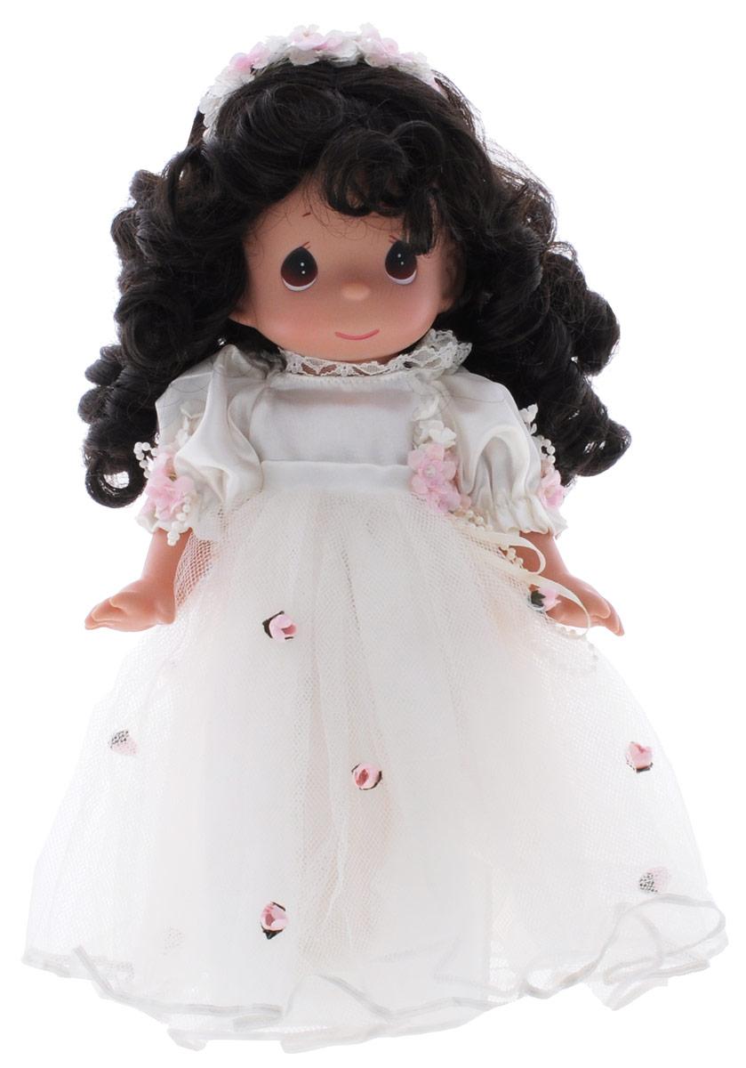 Precious Moments Кукла Само совершенство брюнетка4597Коллекция кукол Precious Moments ростом выше 30 см насчитывает на сегодняшний день более 600 видов. Куклы изготавливаются из качественного, безопасного материала и имеют пять базовых точек артикуляции. Каждый год в коллекцию добавляются все новые и новые модели. Каждая кукла имеет свой неповторимый образ и характер. Она может быть подарком на память о каком- либо событии в жизни. Куклы выполнены с любовью и нежностью, которую дарит нам известная волшебница - создатель кукол Линда Рик! Кукла Само совершенство с темными волосами одета в нарядное платье, украшенное цветами. Дополнением к прическе служит венок из текстильных цветов. На милом личике большие карие глаза. Ваша малышка с удовольствием будет играть с данной куклой, придумывая различные истории! Игры с куколкой способствуют эмоциональному развитию ребенка, а также помогают формировать воображение и художественный вкус.