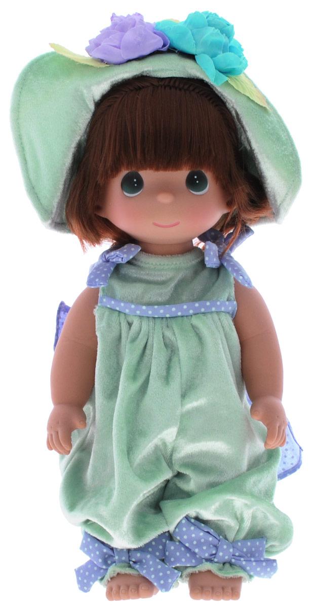 Precious Moments Кукла Медовая роса4782Коллекция кукол Precious Moments ростом выше 30 см насчитывает на сегодняшний день более 600 видов. Куклы изготавливаются из качественного, безопасного материала и имеют пять базовых точек артикуляции. Каждый год в коллекцию добавляются все новые и новые модели. Каждая кукла имеет свой неповторимый образ и характер. Она может быть подарком на память о каком-либо событии в жизни. Куклы выполнены с любовью и нежностью, которую дарит нам известная волшебница - создатель кукол Линда Рик! Кукла Медовая роса одета в комбинезон, украшенный на спине большим бантом и шляпку. Вся одежда у куклы съемная. Темные волосы куклы заплетены в длинную косичку. У девочки большие зеленые глаза. Игра с куклой разовьет в вашей малышке чувство ответственности и заботы. Порадуйте свою принцессу таким великолепным подарком!