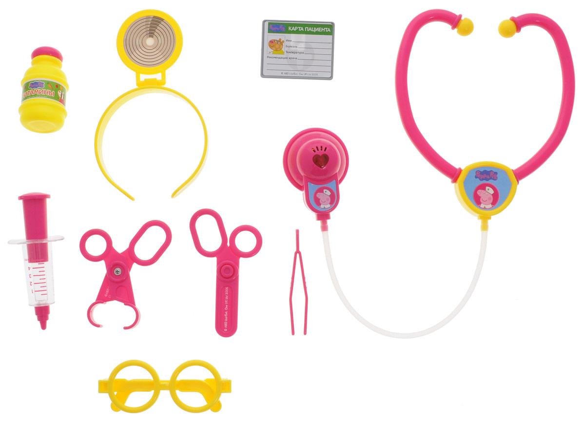Peppa Pig Игрушечный набор Пеппа доктор 9 предметов29924Игрушечный набор Peppa Pig Пеппа доктор поможет ребятишкам устраивать веселые сюжетно-ролевые игры, в которых они почувствуют себя настоящими врачами. Играя в больницу, выполняя роли докторов, медсестер и пациентов, дети учатся заботиться, ухаживать за больными, узнают простейшие основы медицины, учатся общаться, развивают свой кругозор и словарный запас, обмениваются опытом и знаниями. В игровом наборе 9 предметов, декорированных изображением героев мультфильма Свинка Пеппа. Стетоскоп обладает световым и звуковым эффектами (звук биения сердца), которые срабатывают при нажатии кнопки. Рекомендуется докупить 2 батарейки типа AG13 (товар комплектуется демонстрационными). Все аксессуары выполнены из высококачественного и безопасного пластика.