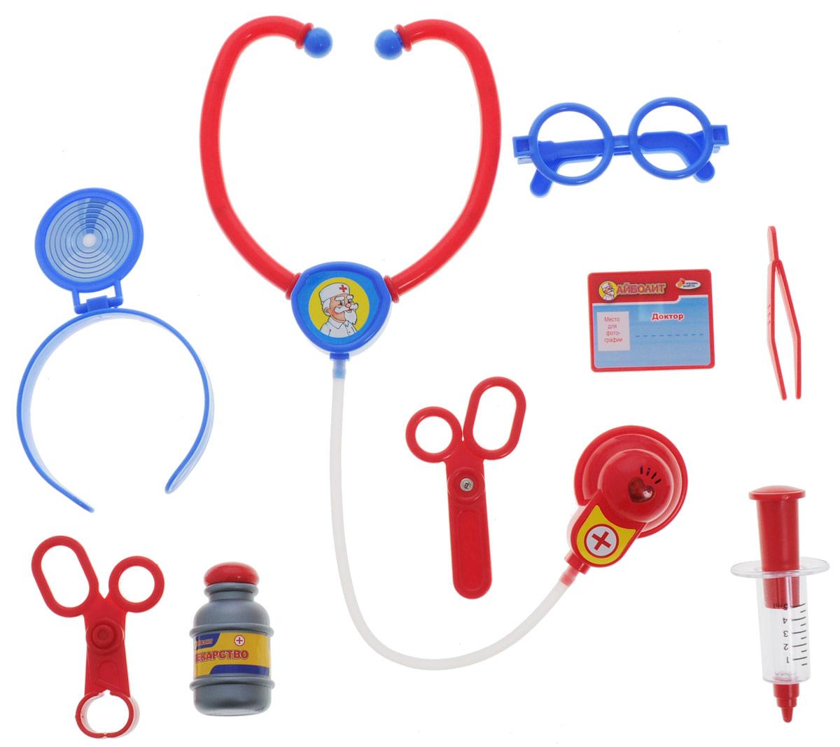 Играем вместе Игровой набор Доктор Айболит 9 предметовJ210-H34002-RИгровой набор Играем вместе Доктор Айболит включает в себя все необходимые аксессуары для маленького врача, которые создадут увлекательную атмосферу игры. В комплект входят стетоскоп со световыми и звуковыми эффектами, шприц, ножницы, зеркало с креплением для головы и другие медицинские инструменты - всего 9 элементов набора. С этим замечательным набором ребенок сможет почувствовать себя квалифицированным специалистом. Теперь все игрушки будут совершенно здоровы! Рекомендуется докупить 2 батарейки типа AG13 (товар комплектуется демонстрационными).