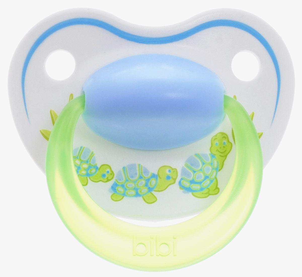 Bibi Пустышка силиконовая Happiness Черепахи от 6 до 16 месяцев113210_голубой,салатовый, черепахиСиликоновая пустышка Bibi Happiness. Черепахи предназначена для детей от 6 до 16 месяцев. Размер соски разработан в соответствии с возрастом ребенка. Силикон - это мягкий и прозрачный материал, который не липнет и легко моется. Мягкий и гибкий наконечник способствует естественному развитию десен и челюстей. Анатомическая форма нагубника повторяет форму рта и обеспечивает удобство при движении нижней челюсти. Дополнительную безопасность обеспечивают два вентиляционных отверстия. Предохранительное кольцо-держатель позволяет в любой момент легко вынуть пустышку. Пустышка удовлетворяет естественный сосательный рефлекс и тренирует мышцы губ, языка и челюсти, что играет важную роль в развитии речевых навыков и навыков приема пищи. Не содержит бисфенол-А. В наборе пустышка с колпачком.