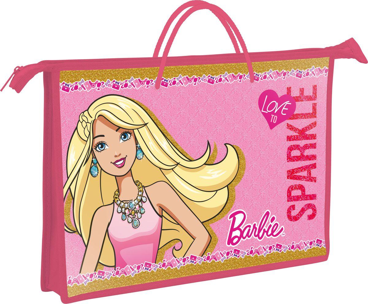 Barbie Папка для тетрадей Love to SparkleBRDB-US1-PLB-FBA4Папка Barbie Love to Sparkle формата А4 - это оптимальный способ уберечь от деформации тетради, документы, рисунки и прочие бумаги. С ней можно забыть о погнутых уголках и краях. Кроме того, теперь все необходимые бумаги и тетради будут аккуратно собраны, а не распределены по разным местам, что сократит время их поиска. Папка застегивается на молнию. Дополнена ручками для удобной переноски.