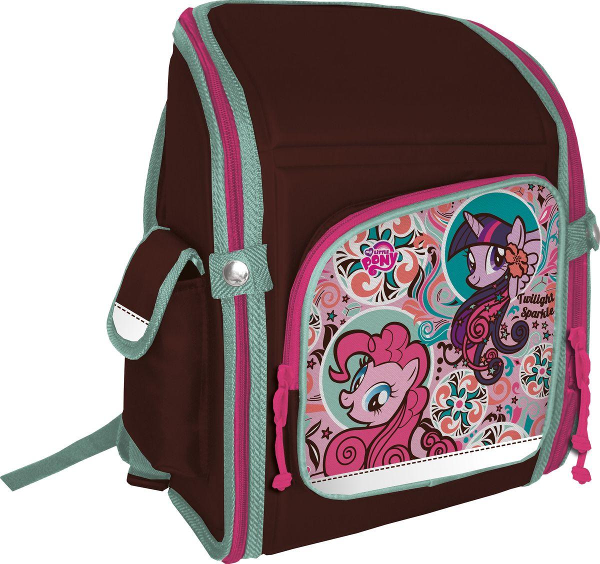 My Little Pony Рюкзак My Little PonyMPDB-MT1-118Ранец школьный, трансформер, с одним отделением на молнии, фронтальным карманом на молнии и двумя боковыми карманами; внутри отделения - два разделителя с утягивающей резинкой; корпус рюкзака, спинка, дно и крышка выполнены из EVA; лямки анатомической формы, регулируются по длине; для безопасности рюкзак снабжен светоотражающими элементами. Размер: 34,5 х 26 х 13 см.