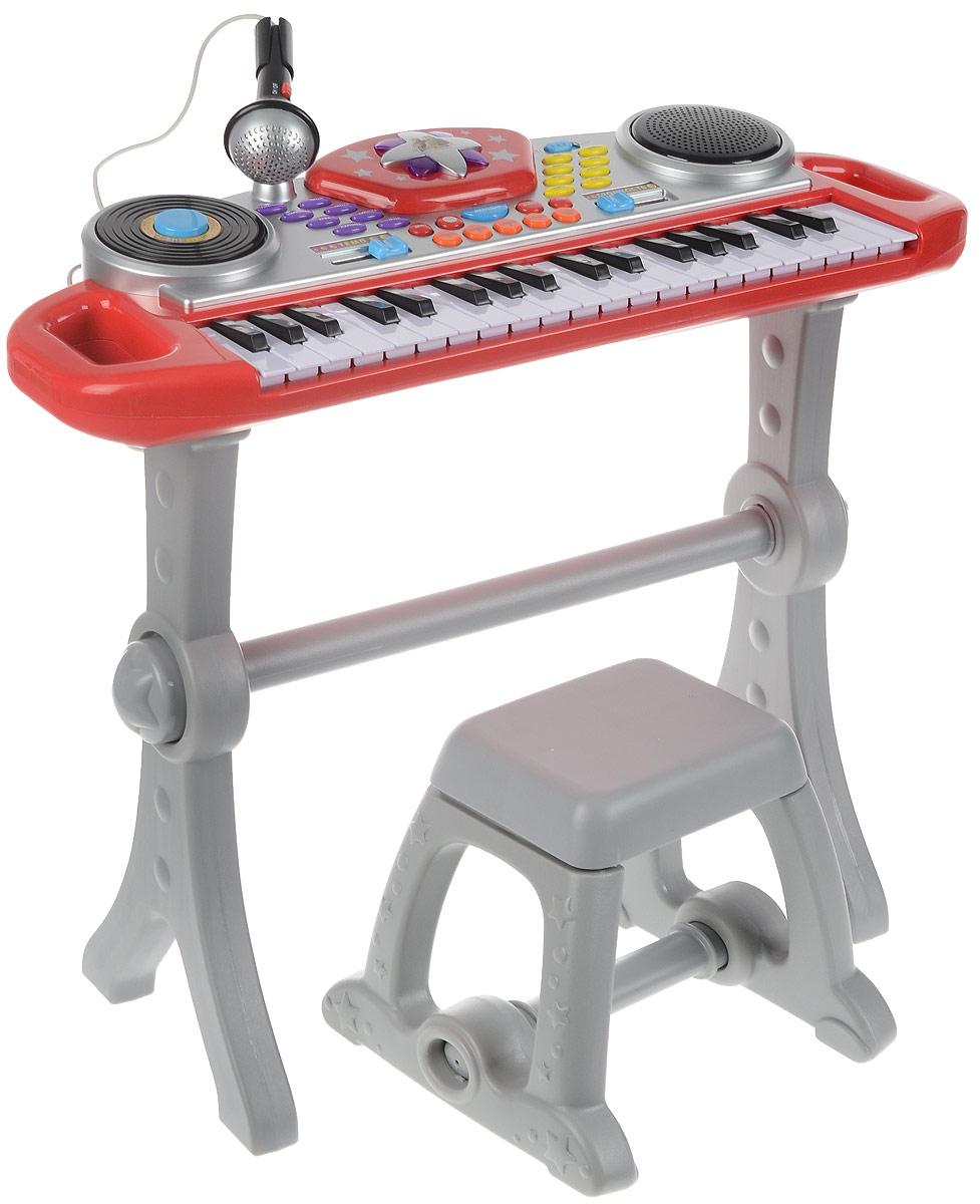 Играем вместе Электропианино Маша и Медведь цвет красный серый2068-NLЭлектропианино Играем вместе Маша и Медведь предназначено для детей от 3 лет. Пианино станет отличной развивающей музыкальной игрушкой для вашего ребенка, оно может выполнять функции пианино - 37 клавиш и синтезатора - демомелодии. Содержит 8 ритмов, 8 видов музыкальных инструментов и 5 звуков барабана. Такая игрушка дает простор для фантазии и творчества. В комплект входит не только пианино, но и стульчик с микрофоном. Для того, чтобы ребенок смог играть как стоя, так и сидя, подставка для пианино легко регулируется по росту. Дизайн игрушки яркий, с использованием изображений героев мультфильма Маша и Медведь. Световые эффекты позволяют давать эффектные концерты начинающему музыканту. Необходимо купить 4 батарейки типа АА (не входят в комплект).