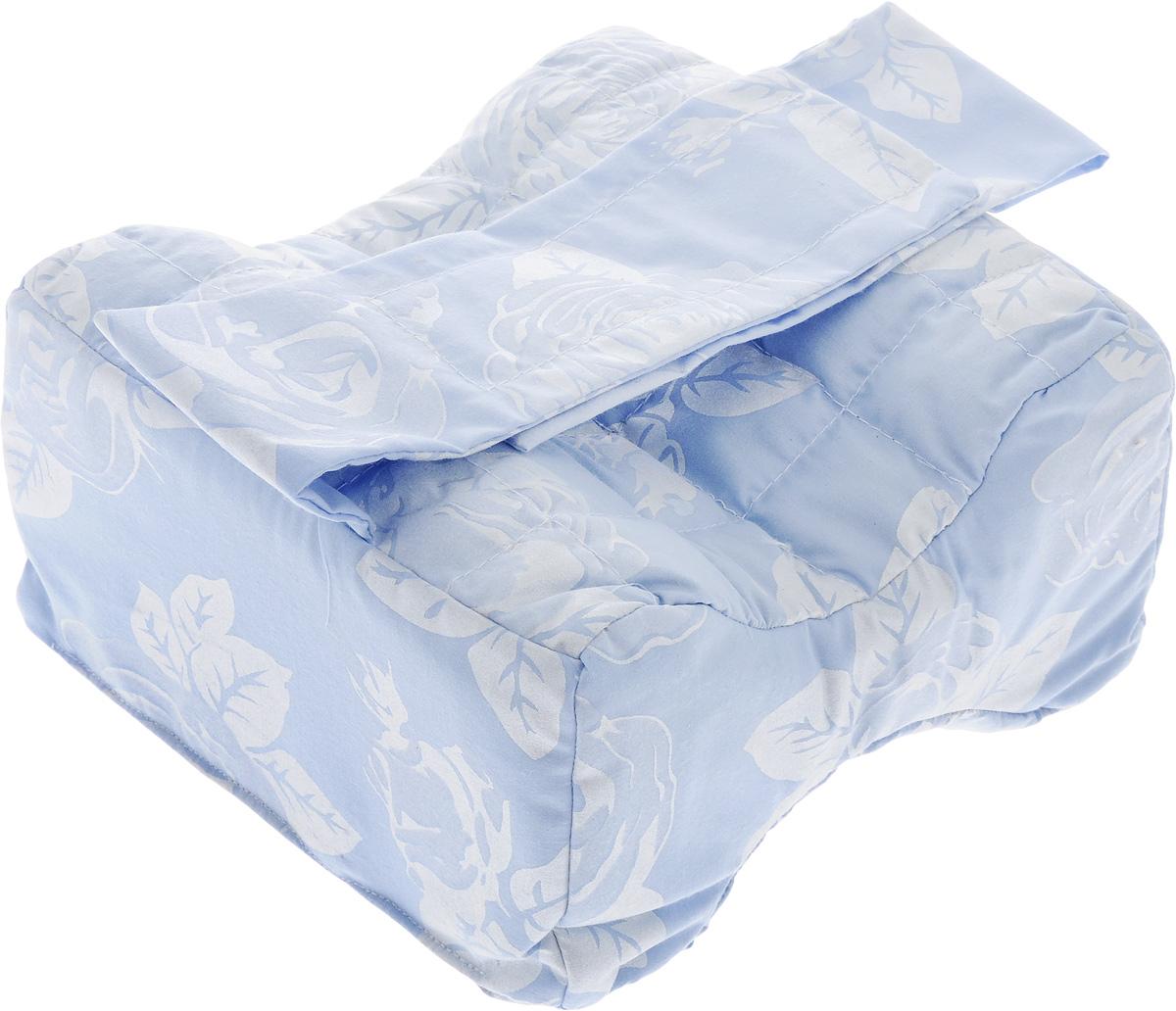Подушка для ног Smart Textile Удобный сон, наполнитель: лузга гречихи, 21 х 12 х 20 смC230Подушка для ног Smart Textile Удобный сон наполнена лепестками лузги гречихи, которые обладают ортопедическим эффектом и являются экологически чистым материалом. Такая подушка идеально подходит для сна на боку и исключает неудобное положение ног. Форма изделия снижает давление одного колена на другое. Благодаря наполнителю из лепестков лузги гречихи подушка сохраняет комфортную температуру, препятствует потению, обминается по форме тела, обеспечивает микромассаж кожи и поверхностных мышц, что в свою очередь улучшает кровообращение, исключает затечность ног. Чехол подушки выполнен из тиковой ткани, которая хорошо удерживает наполнитель и надолго сохраняет форму. Особенно хорошо подходит для домашнего ухода для людей с постельным режимом. Рекомендации по уходу: Стирка, отбеливание и глажка утюгом запрещены. Рекомендуется обычная химчистка, а также сушка на горизонтальной плоскости в тени.