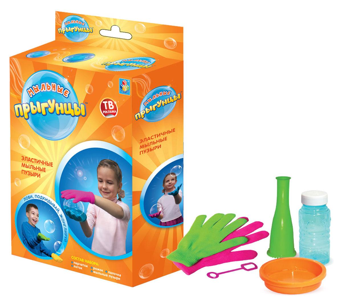 1TOY Мыльные пузыри Прыгунцы 60 млТ58673Мыльные Прыгунцы - эластичные пузыри, с которыми весело играть, ловить, подкидывать и жонглировать! Благодаря волшебной мыльной жидкости и перчаткам мыльные пузыри не лопаются в руке. Подкидывайте пузырь, жонглируйте, удивляйте друзей! Играть Мыльными Прыгунцами можно как дома, так и на улице в безветренную погоду!